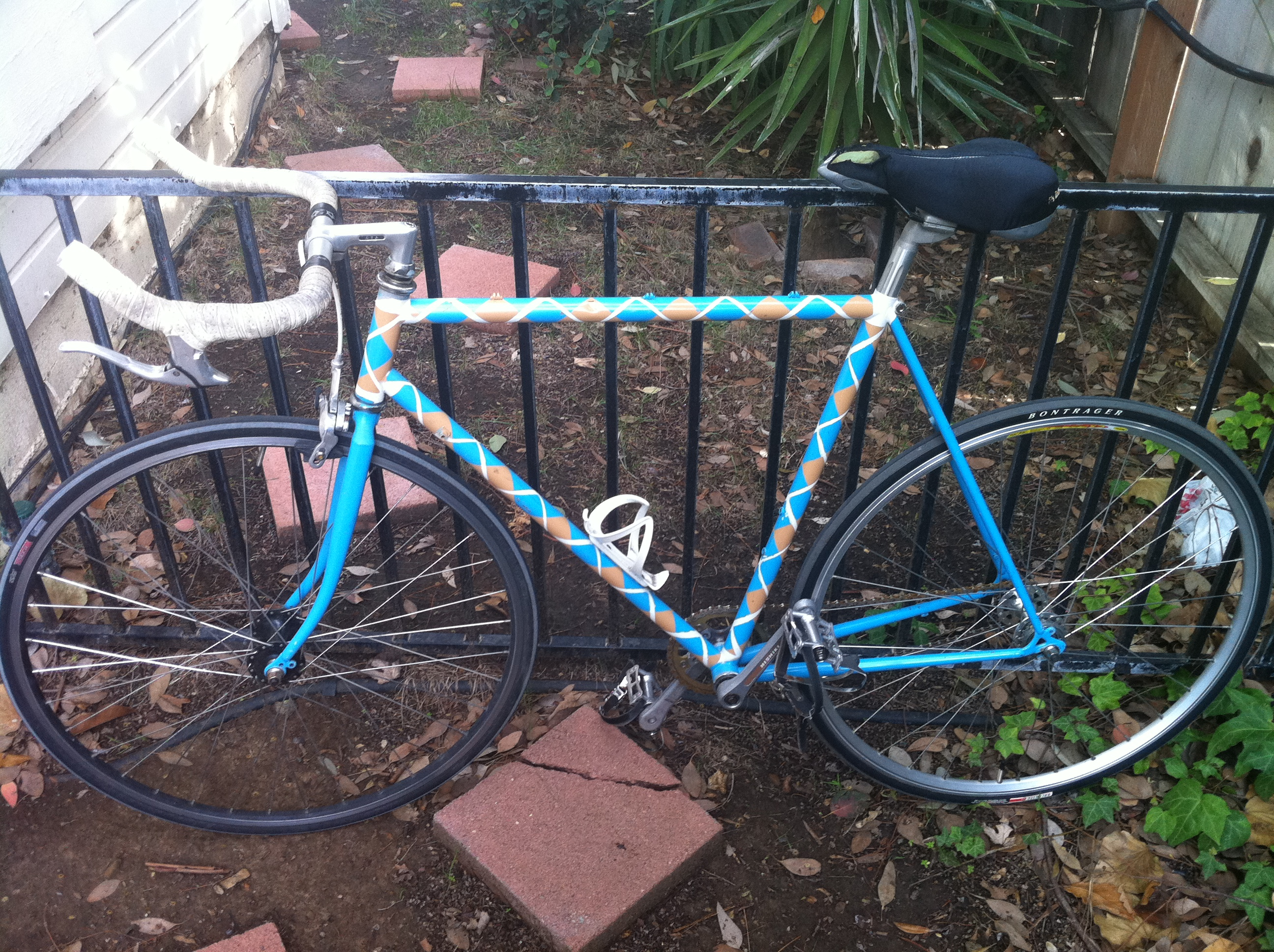 How to paint your bicycle argyle using spray paint