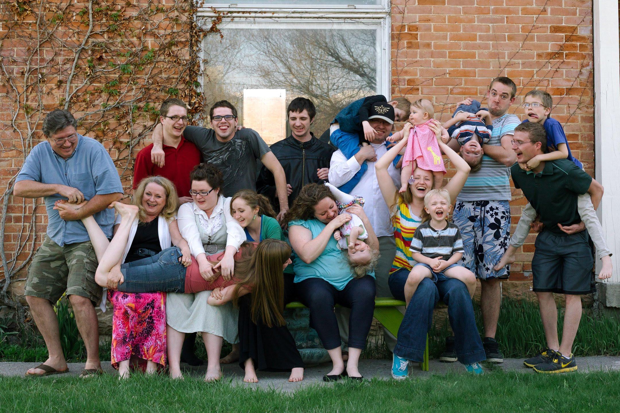 CRAZY BIG FAMILY! - YouTube