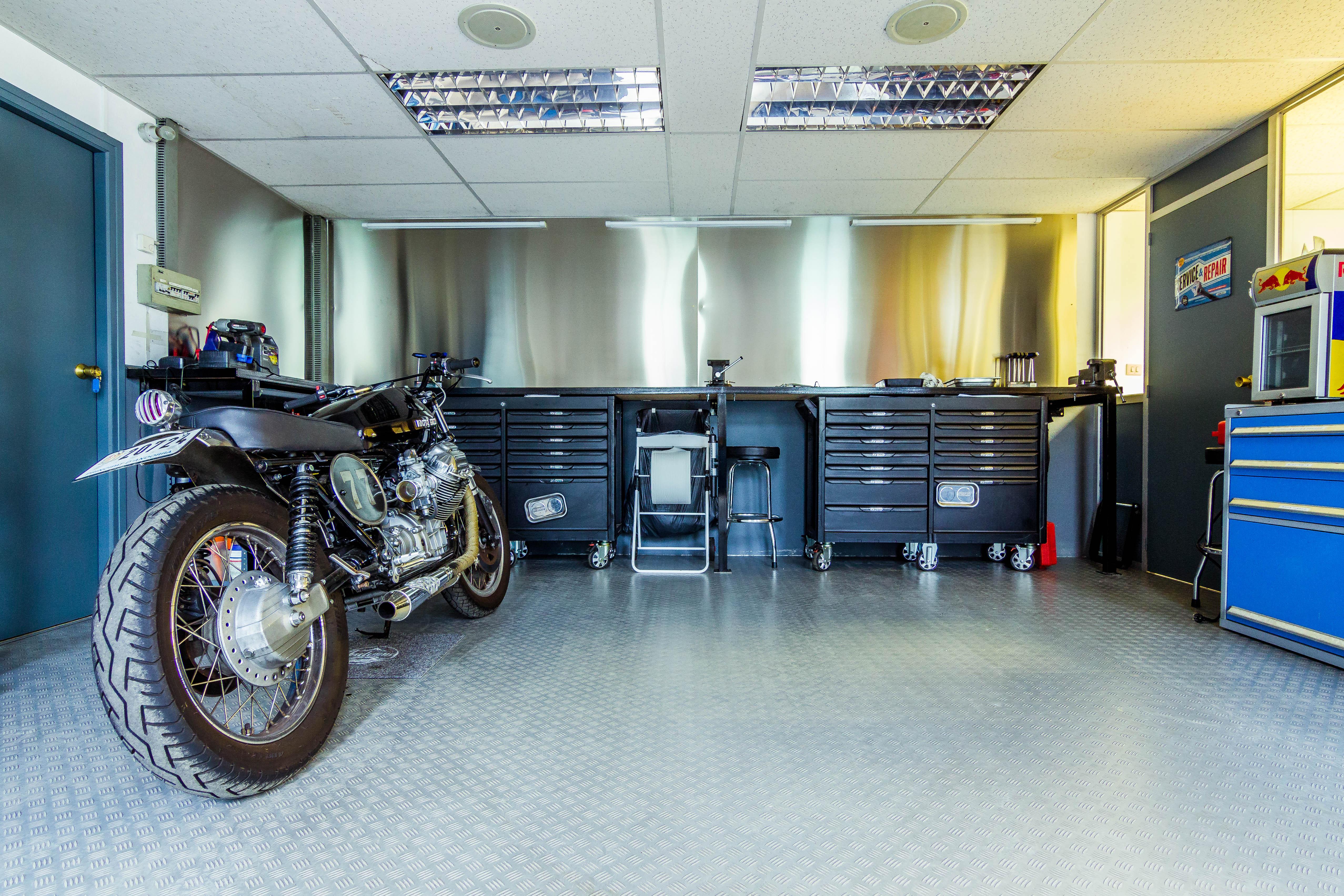 Bike in the shop, Tools, Workshop, Showroom, Motorcycle, HQ Photo