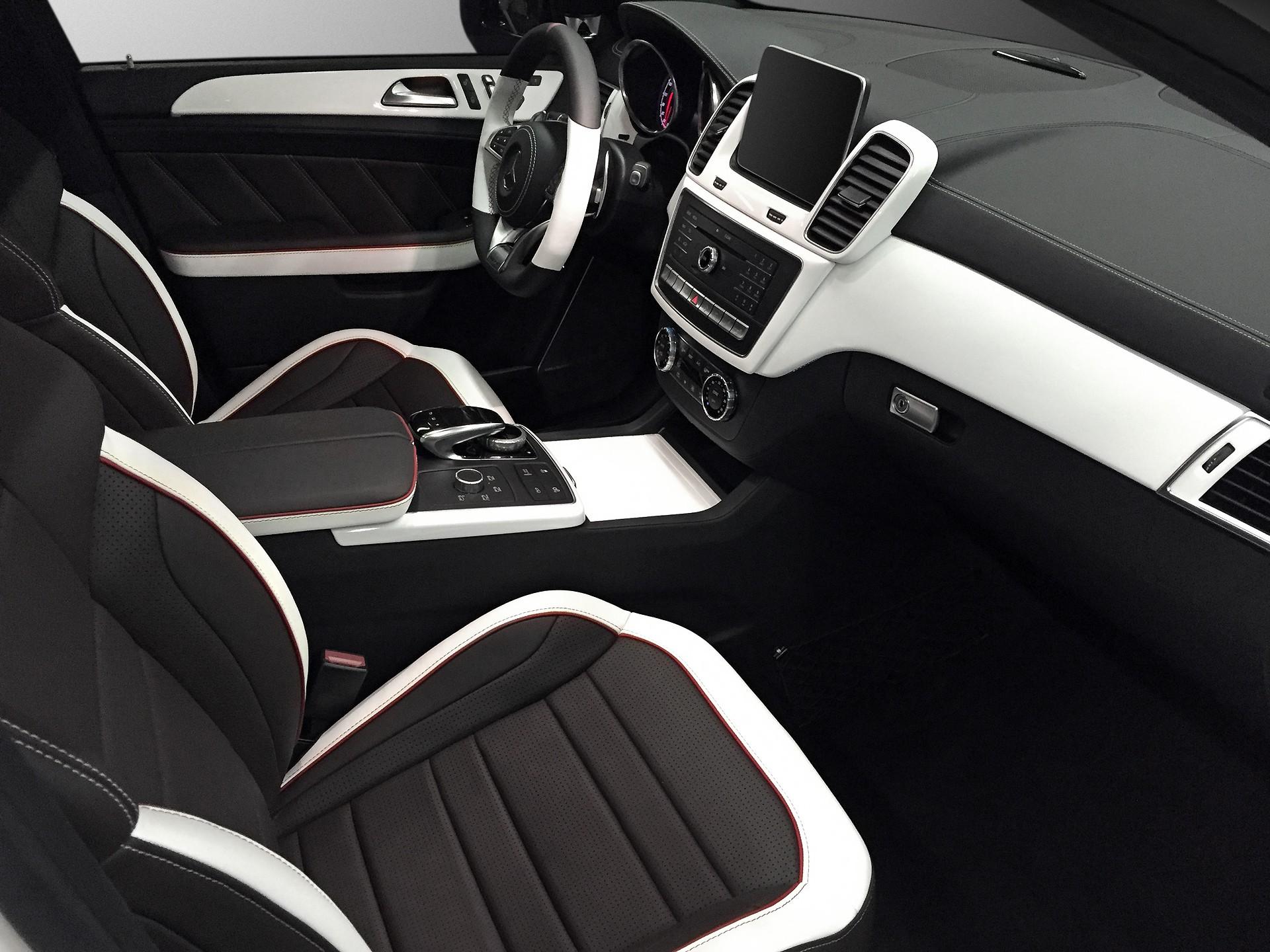 Black & White: GLE Coupe Interior / TopCar
