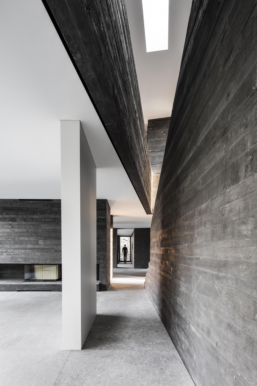 Black Concrete: How Attilio Panzeri Creates Contrast with a ...