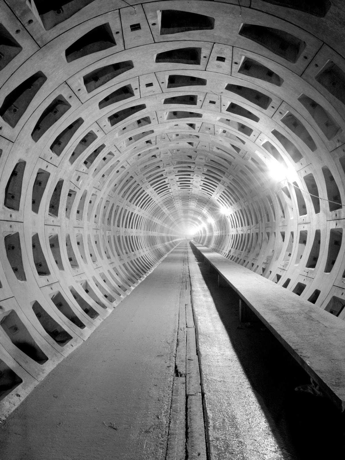 Black And White Concrete Tunnel Mobile Wallpaper - Mobiles Wall