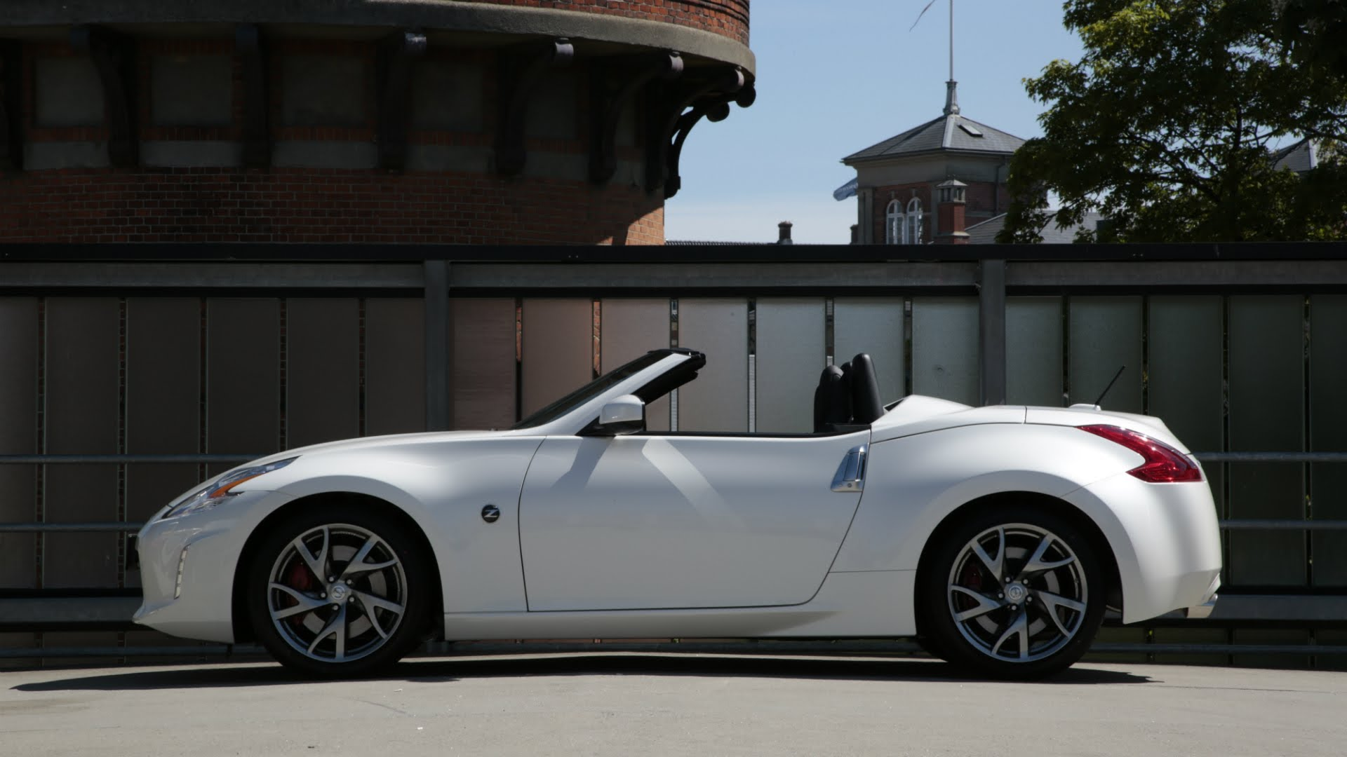 Nissan 370Z Roadster vs Coupe - Black vs White - YouTube