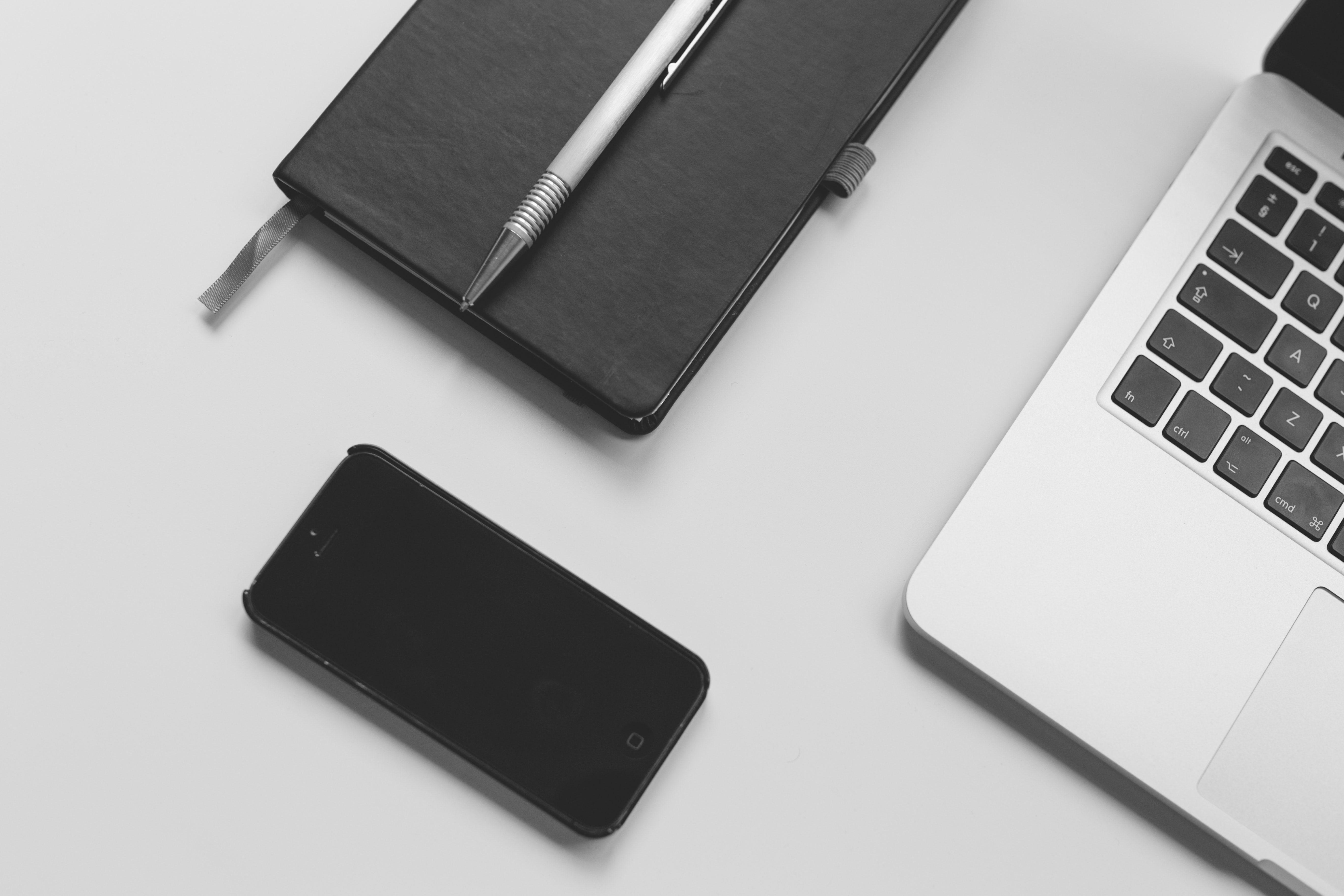 Black iphone 5 near macbook pro photo