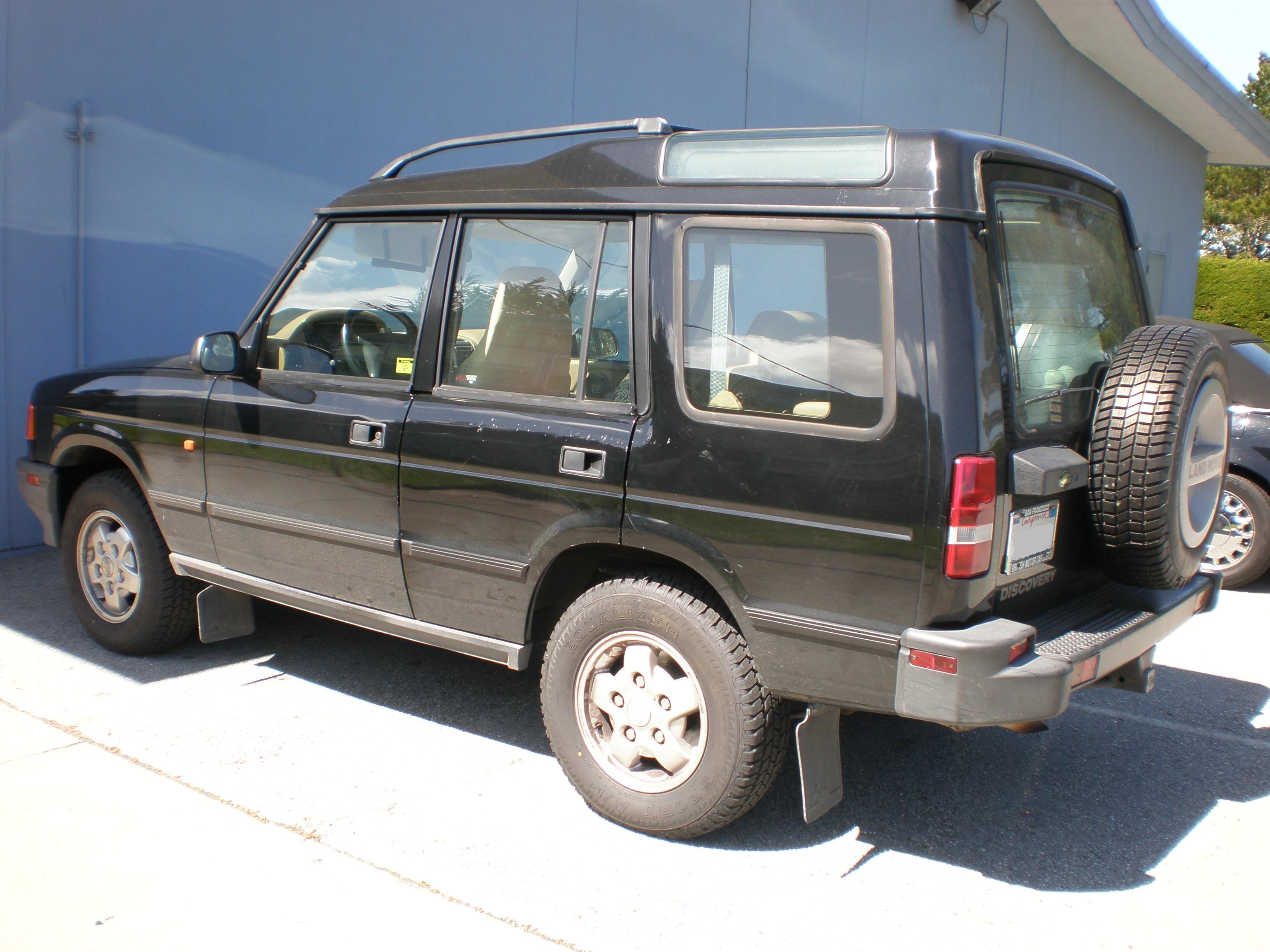 File:Black Land Rover Discovery left side.JPG - Wikimedia Commons