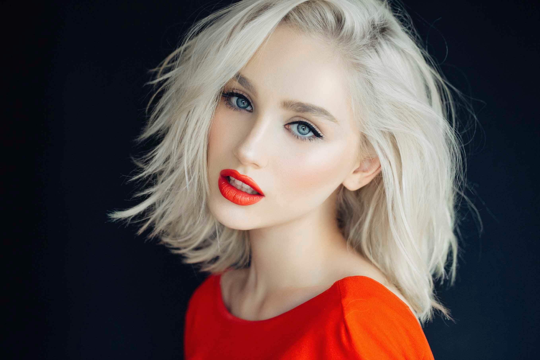 Knocking Out Platinum Blonde Bob Hairstyles | Hairdrome.com