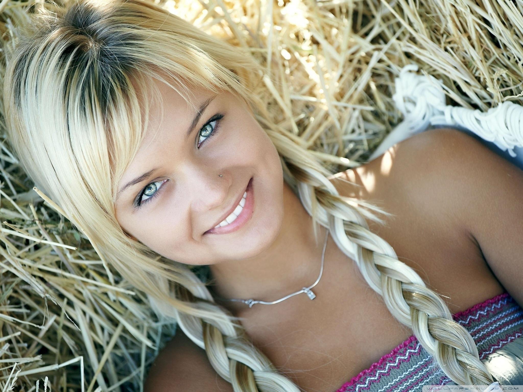 Nude blonde milf pics