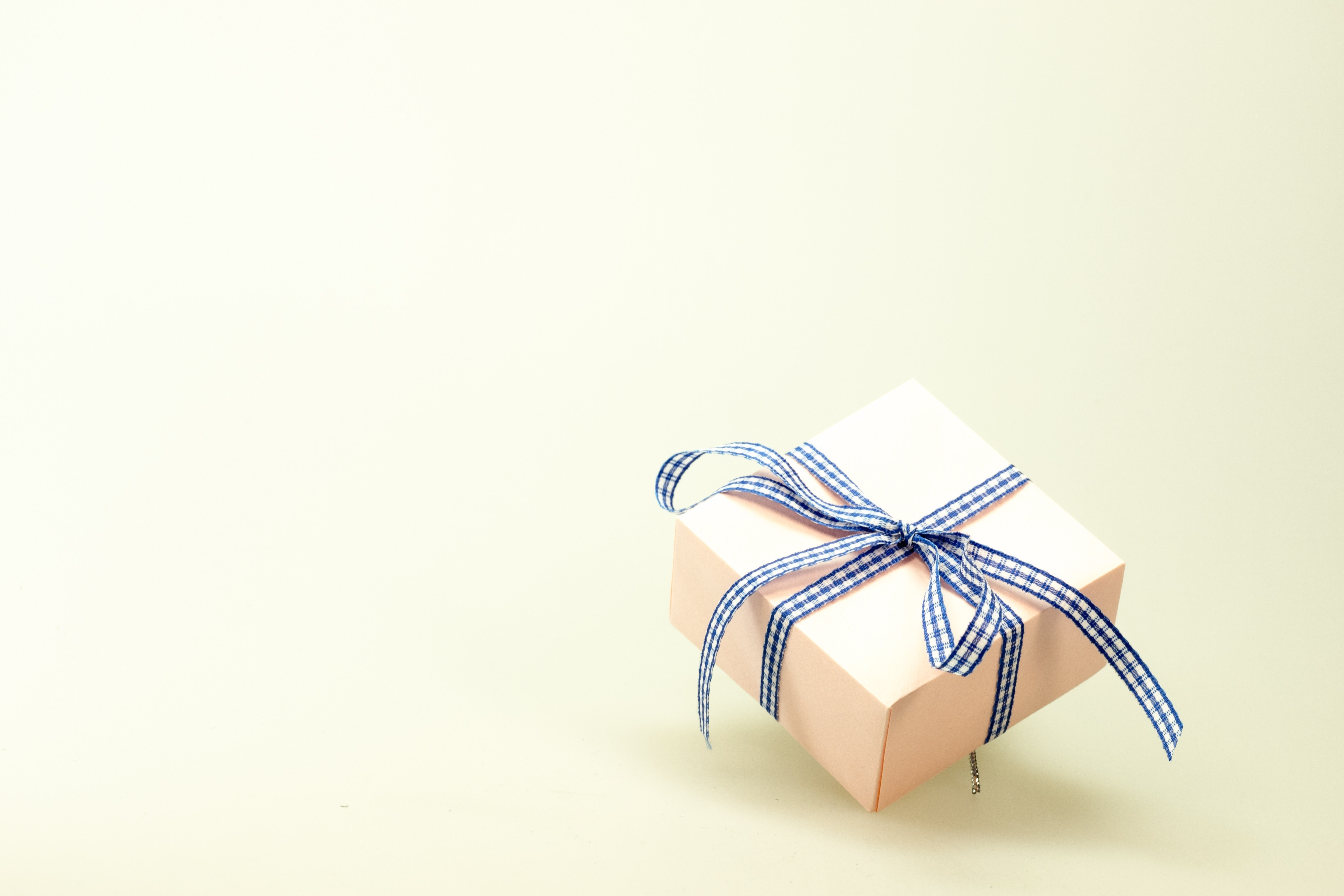 Blue White Ribbon on Pink Box, Packaging, Ribbon, Simple, Surprise, HQ Photo