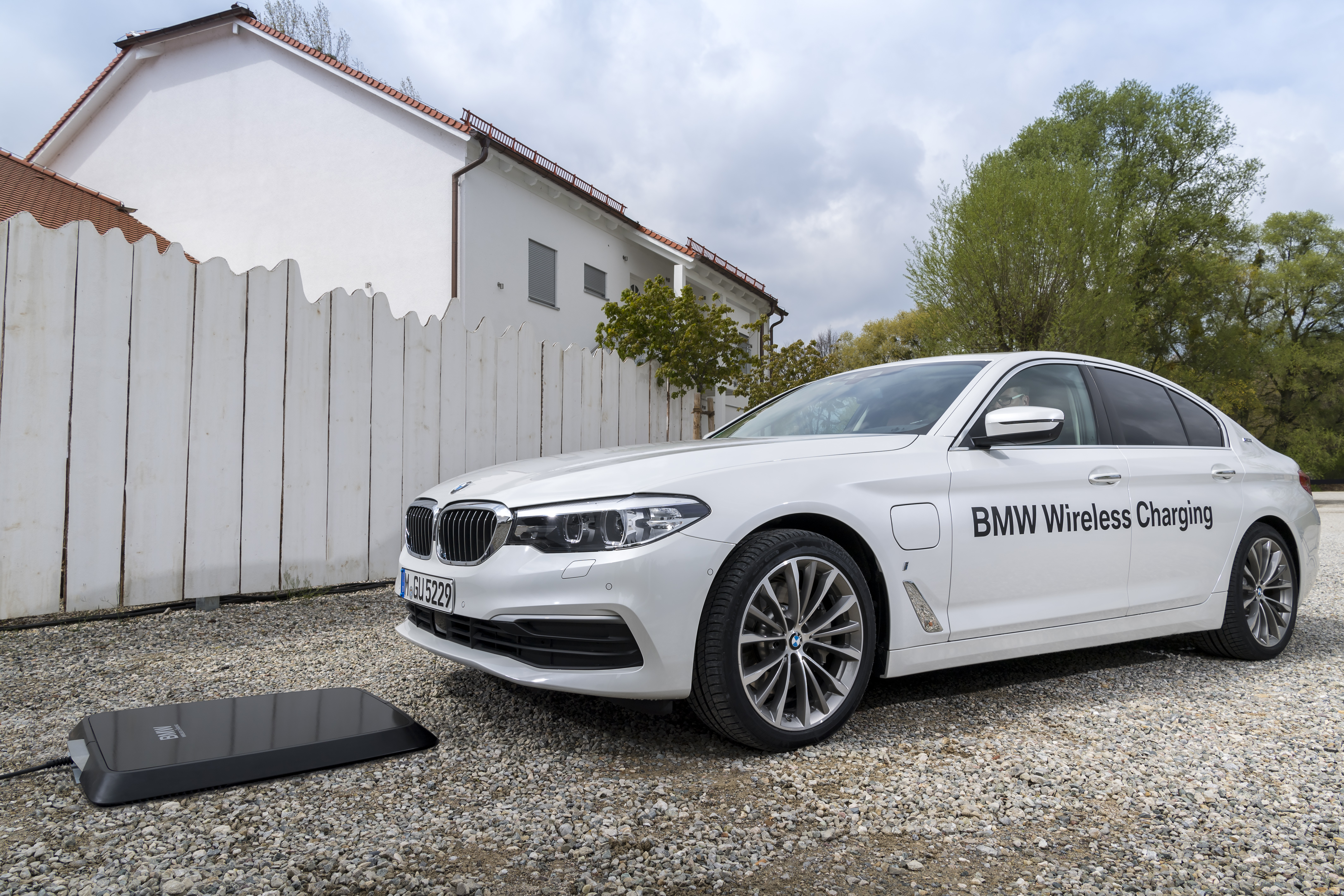 BMW Jumps Into Wireless EV Charging — For Real | CleanTechnica