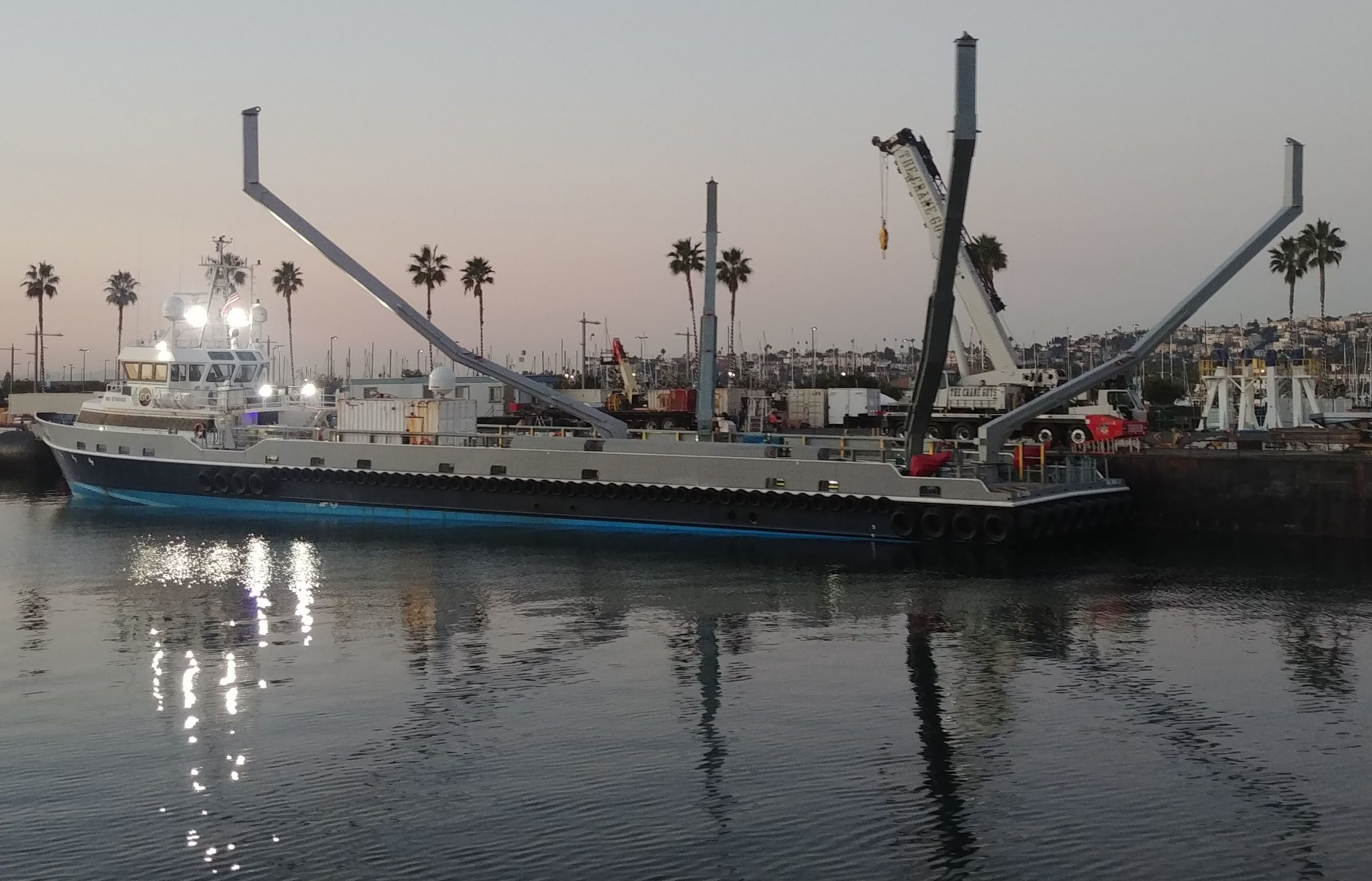SpaceX recovery boat spotted with huge claw-like
