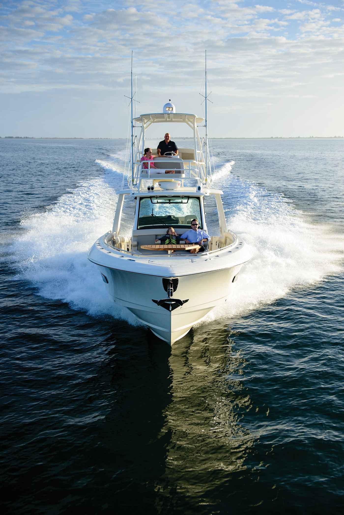 420 Outrage Boat Model | Boston Whaler