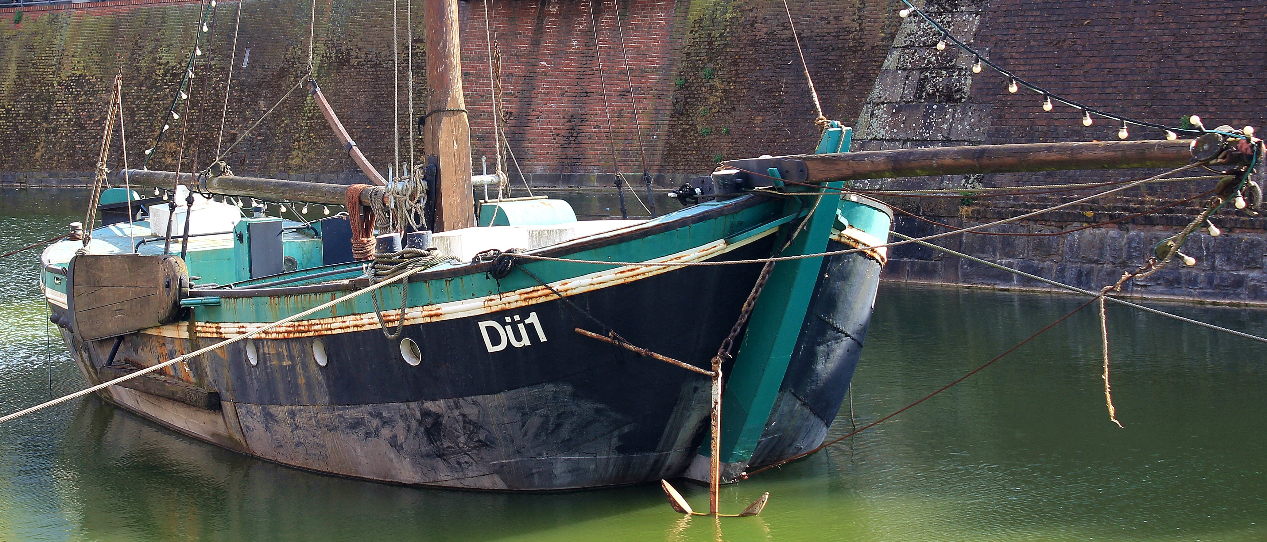 Boat on the Port, Boat, Dusseldorf, Port, River, HQ Photo