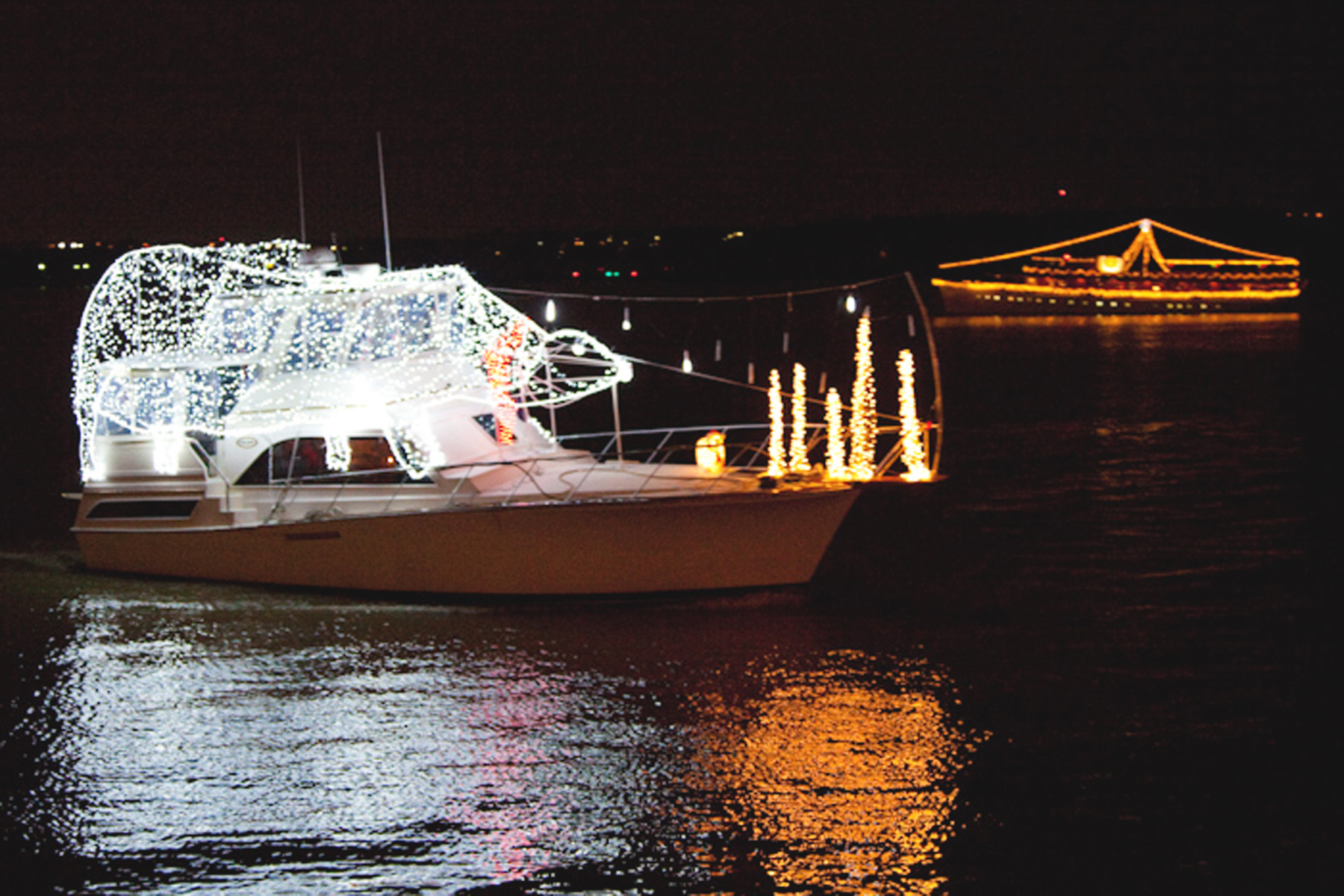 Boats light up the night at annual parade of lights   Alexandria ...