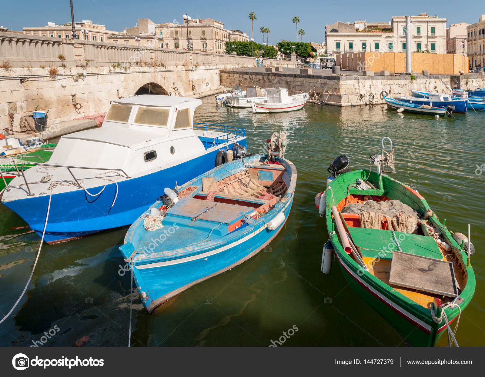 Fishing boats in the city of Syracuse, Sicily – Stock Editorial ...
