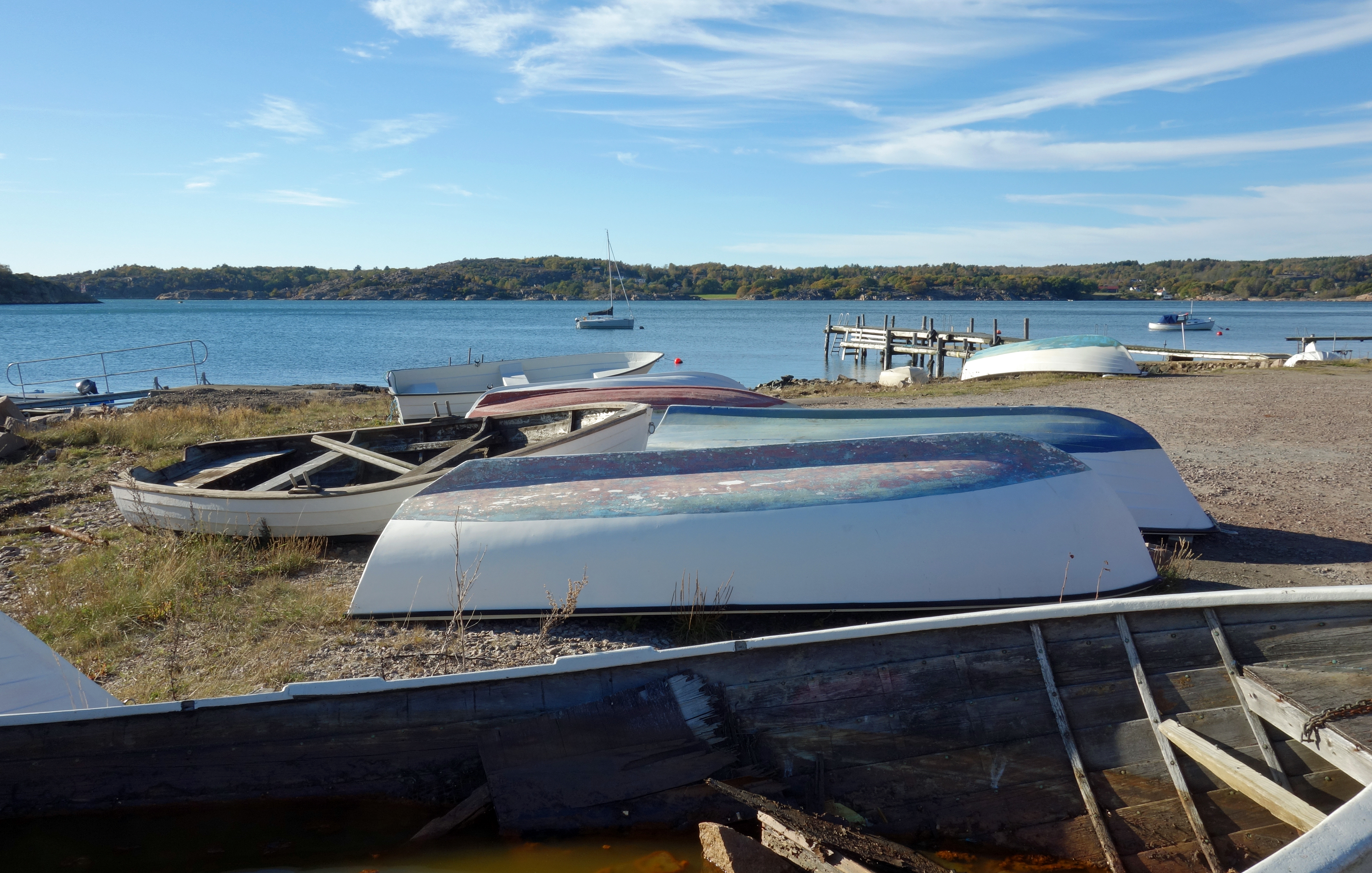 File:Small boats on land at Holländaröd.jpg - Wikimedia Commons