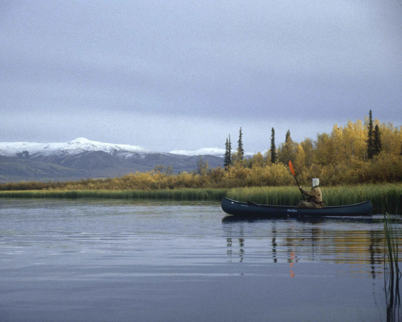 File:Canoe on a body of water.jpg - Wikimedia Commons