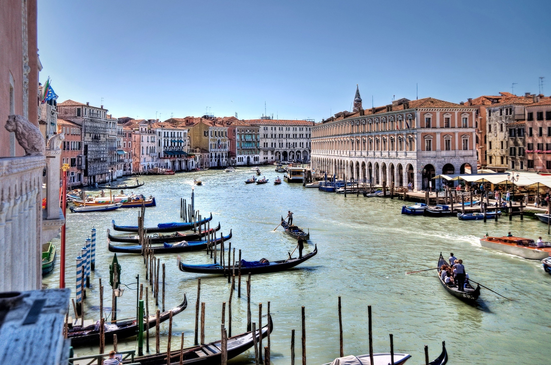 Body of Water With People Rowring on Boat Beside Tall Building, Architecture, Lifestyle, Water, Venice, HQ Photo