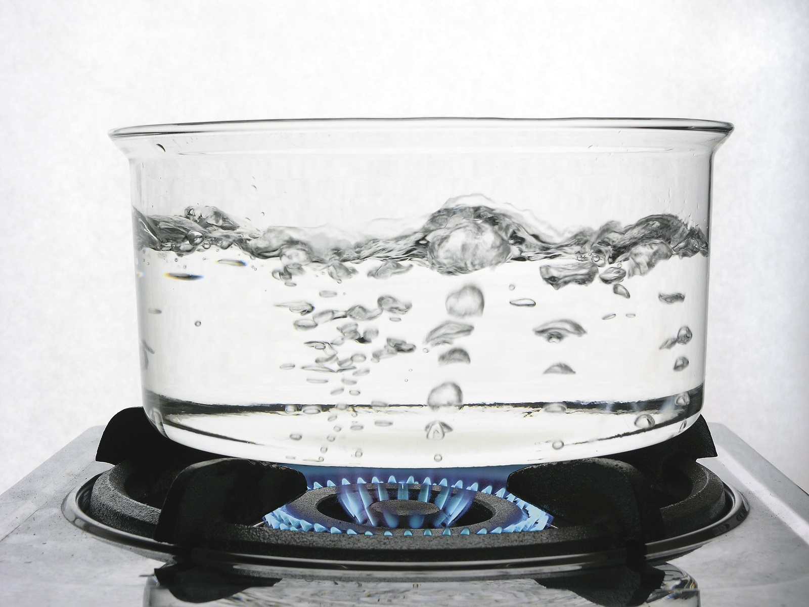 Act quickly and calmly when suffering a boiling water burn