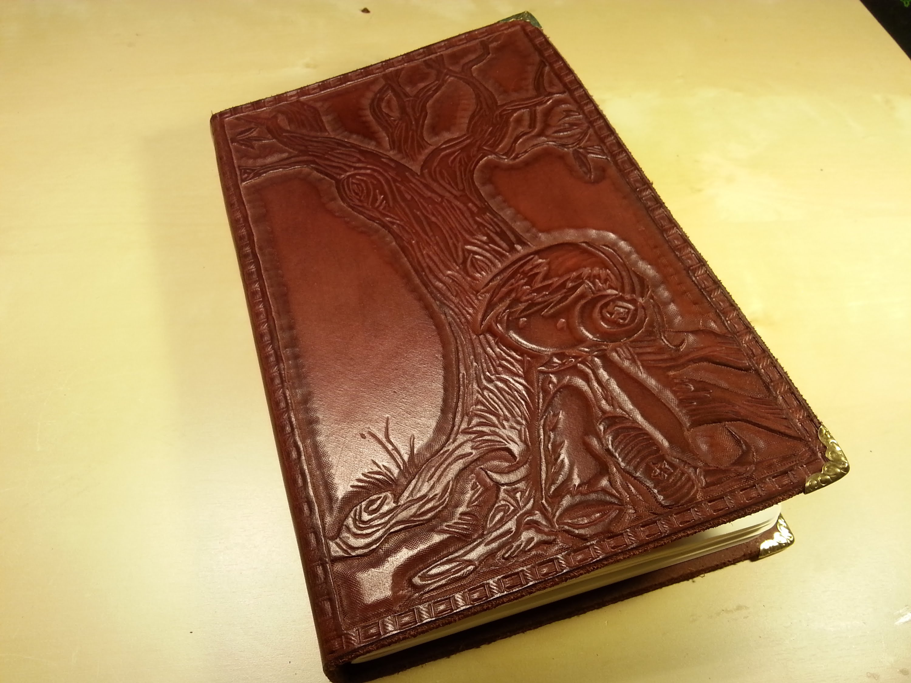 How to make a leather Sketch book - YouTube