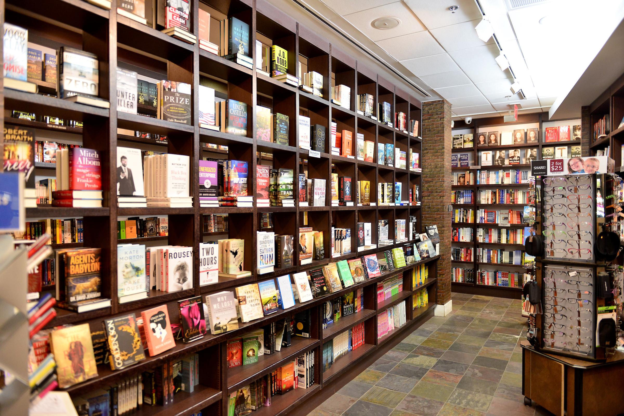 Books & Books | Books & Books at Miami International Airport | Books ...