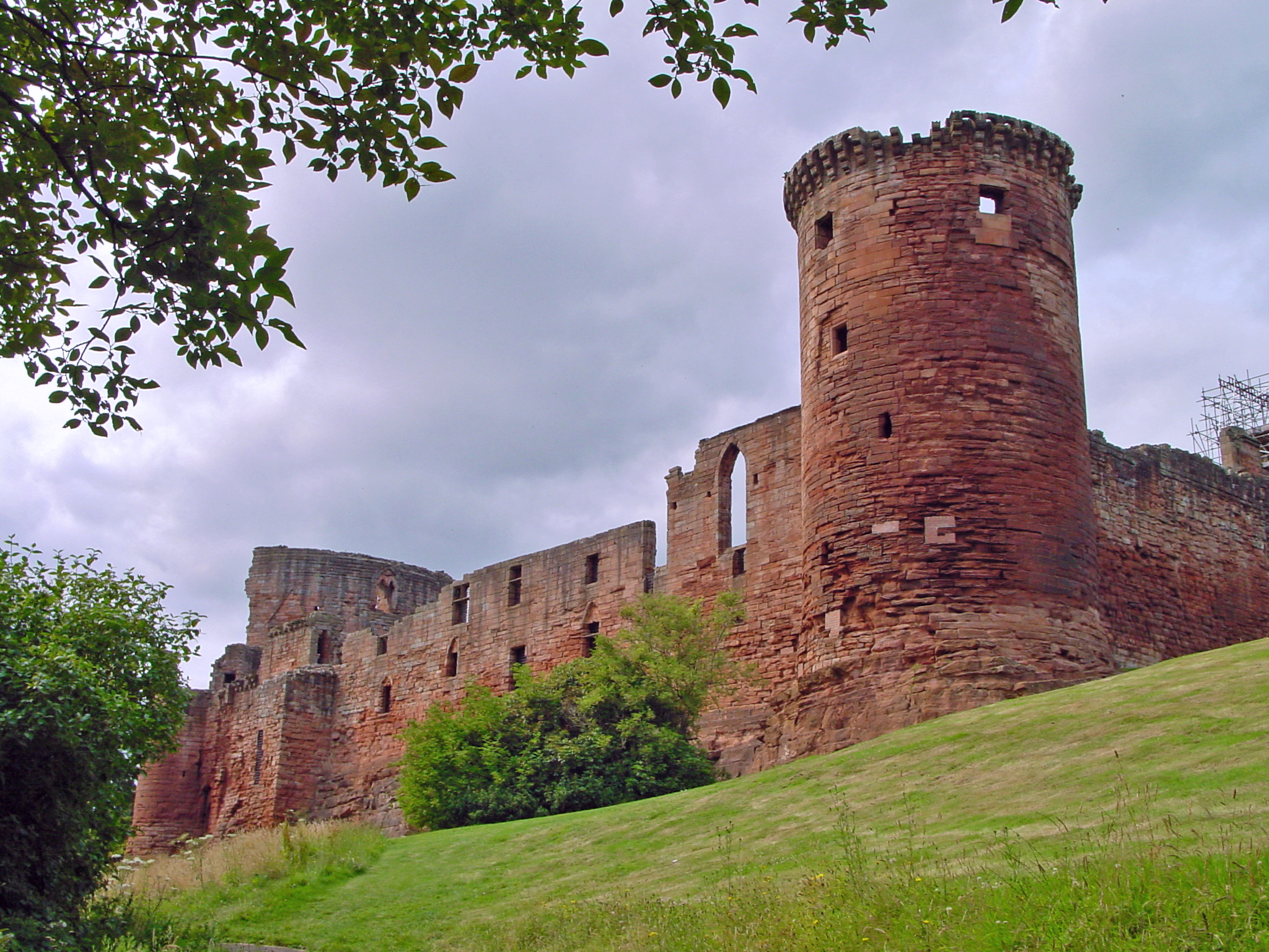 Bothwell castle ruins photo