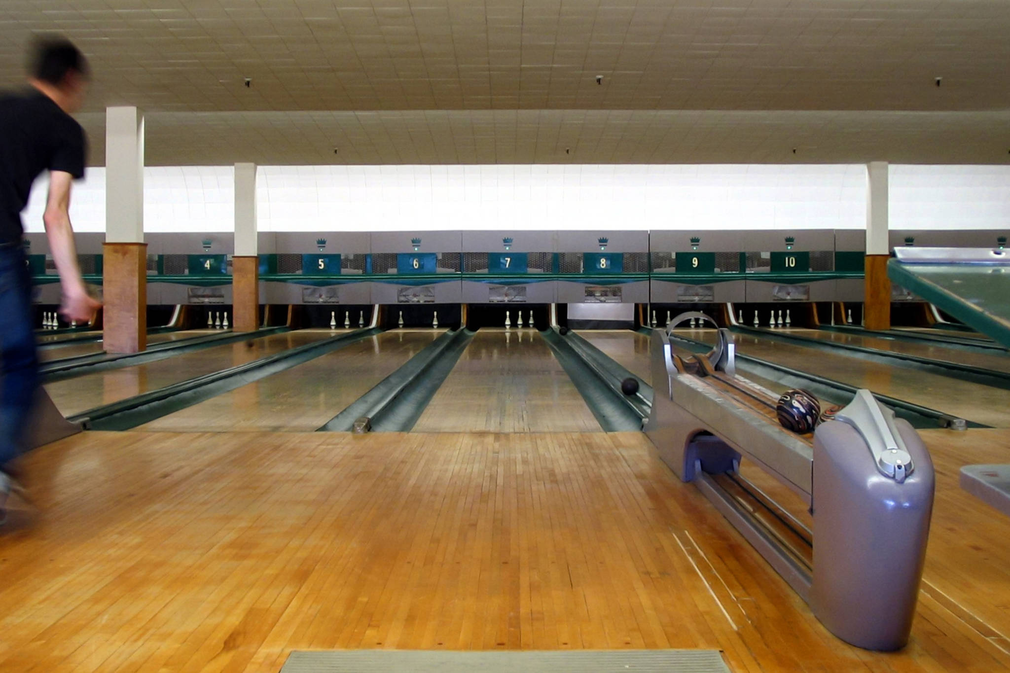 Retro Toronto bowling alley is up for grabs