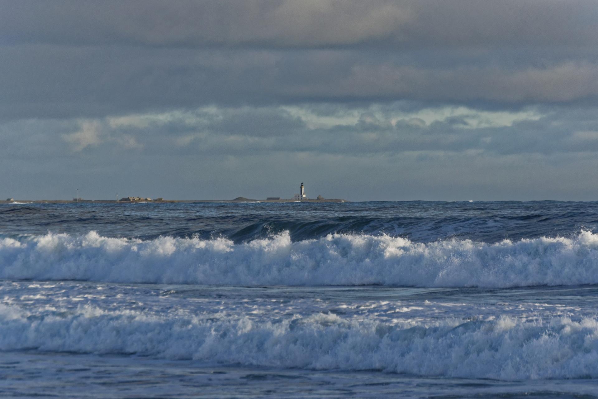 Breaking waves photo