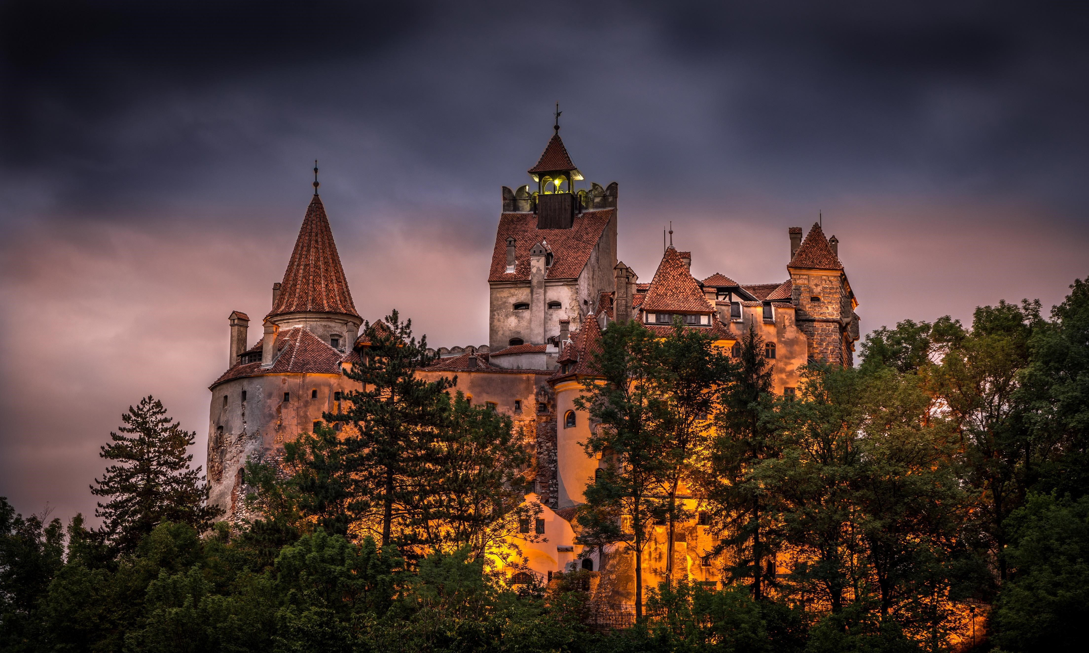 Bran Castle at Night in Romania Tourist Place Wallpapers | HD Wallpapers