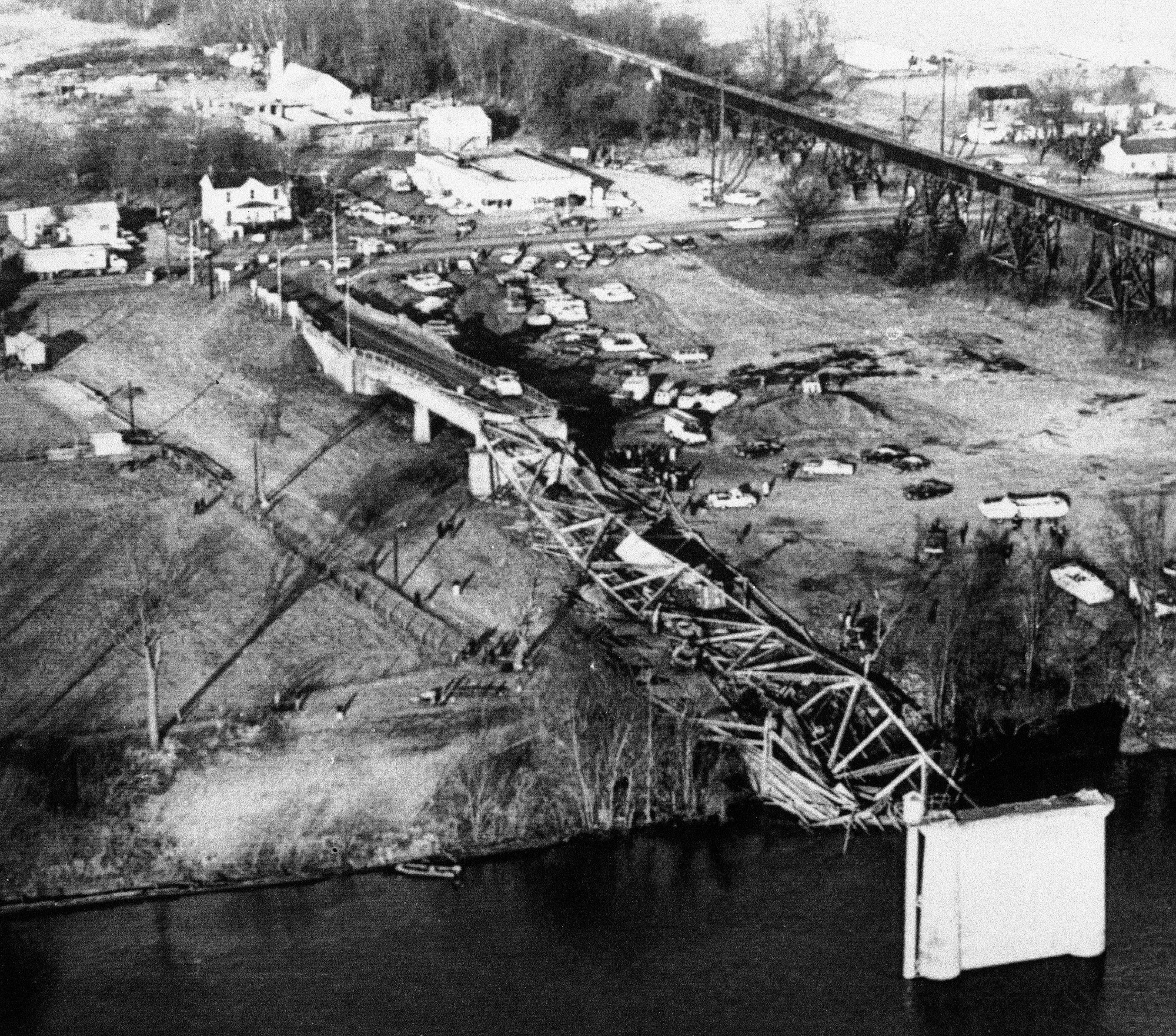 The deadliest bridge disaster in US history was caused by a tiny ...