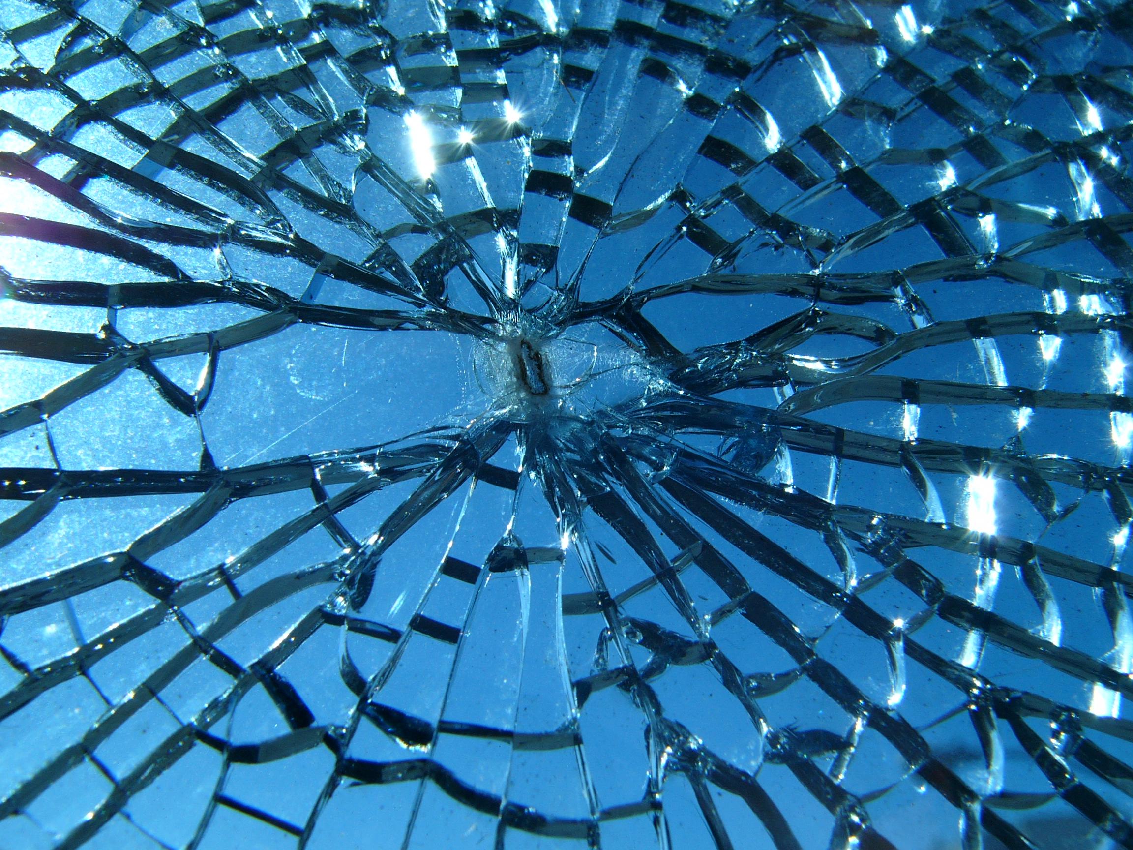 File:Broken glass.jpg - Wikimedia Commons