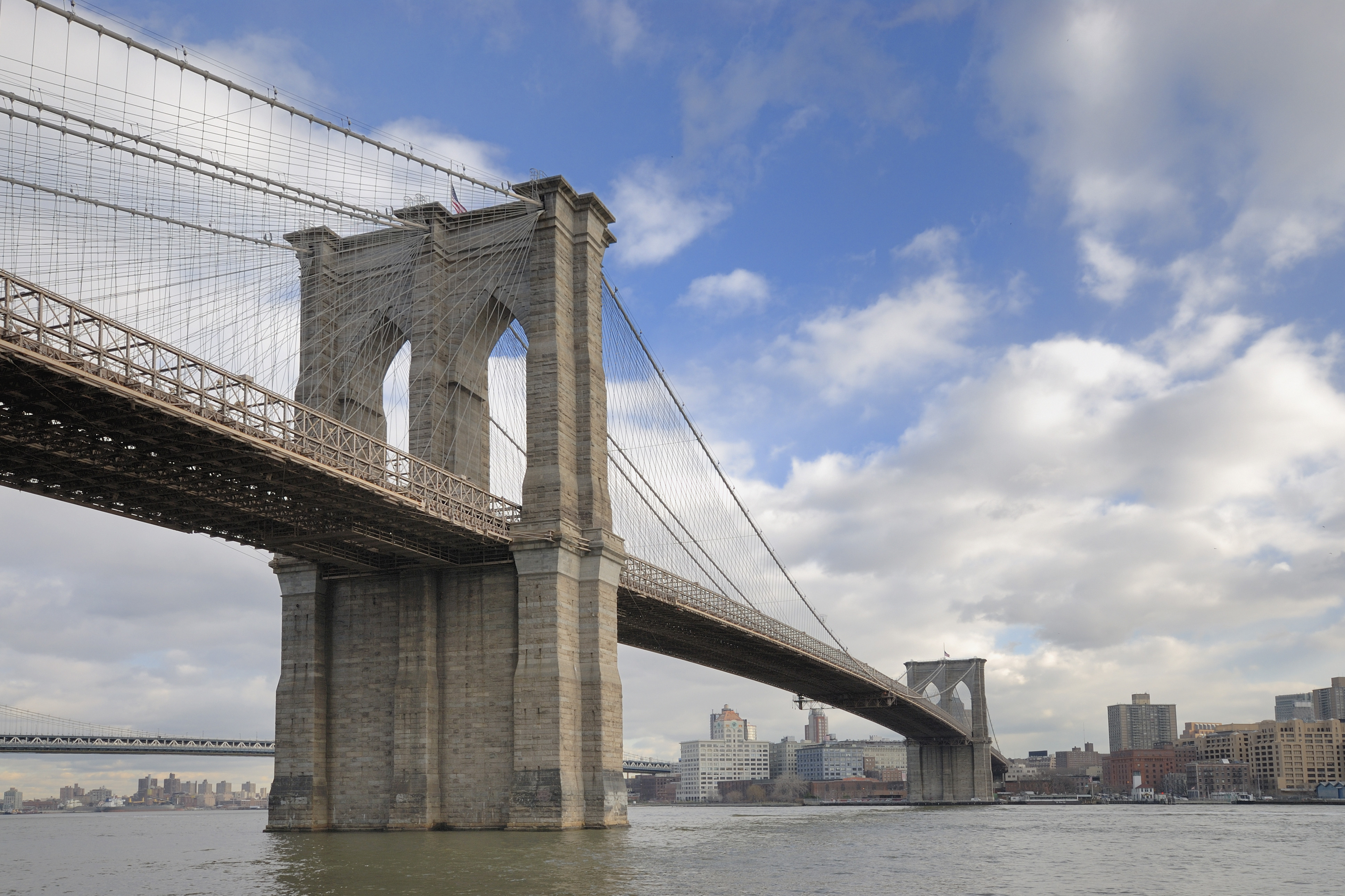 Off-duty cops save woman from jumping off Brooklyn Bridge