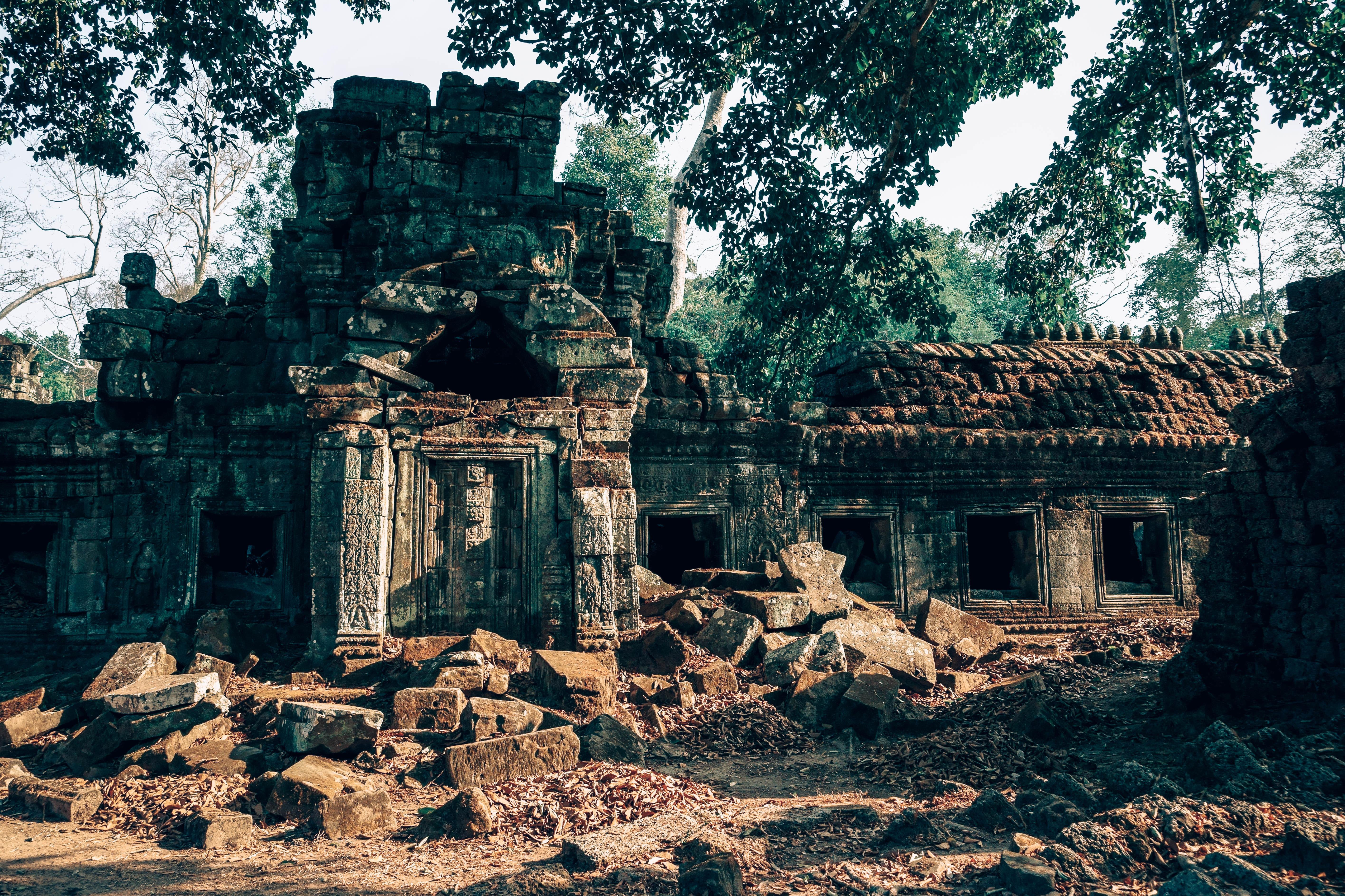 Brown ancient ruins photo