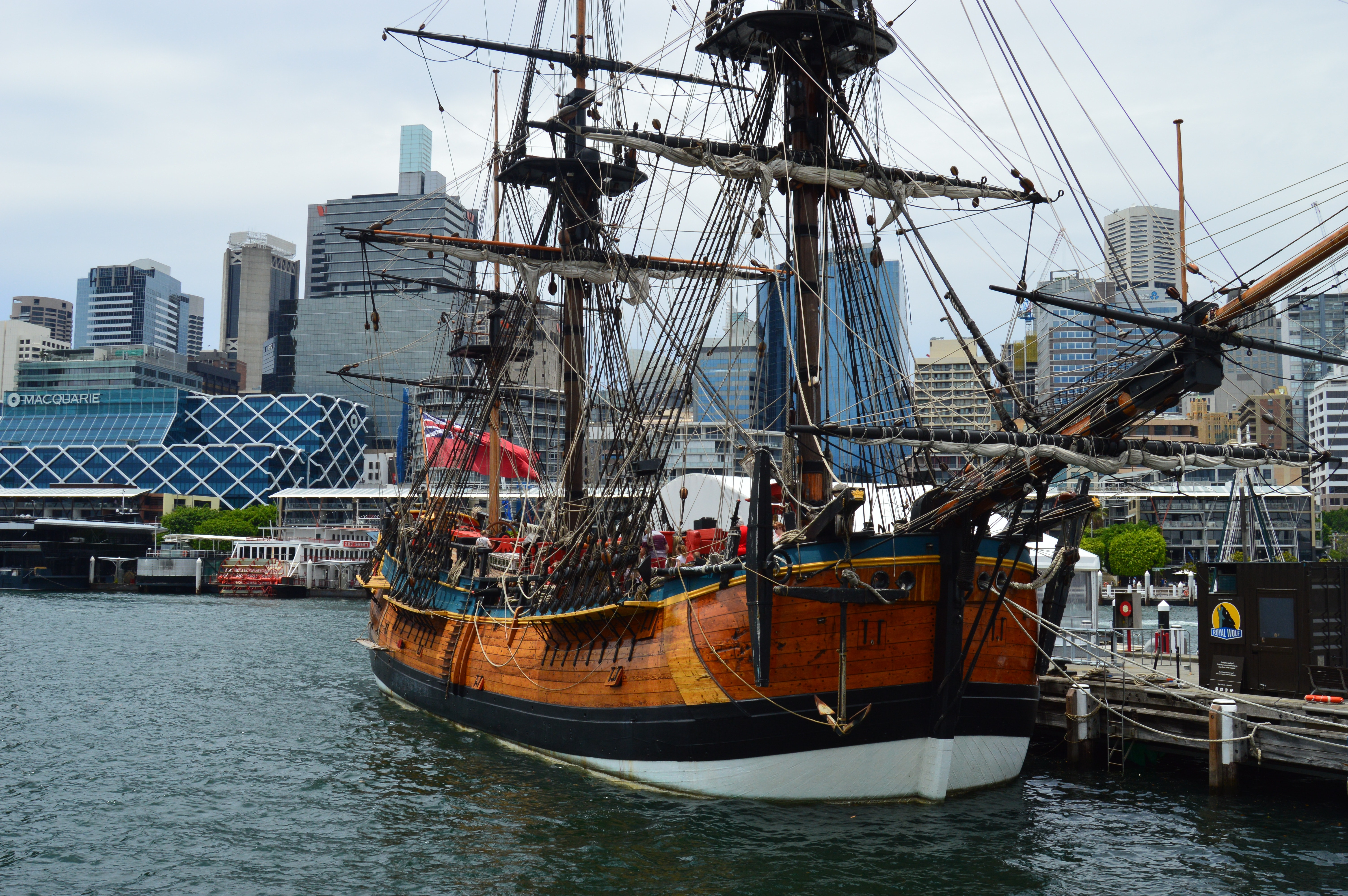 Brown and black galleon ship photo