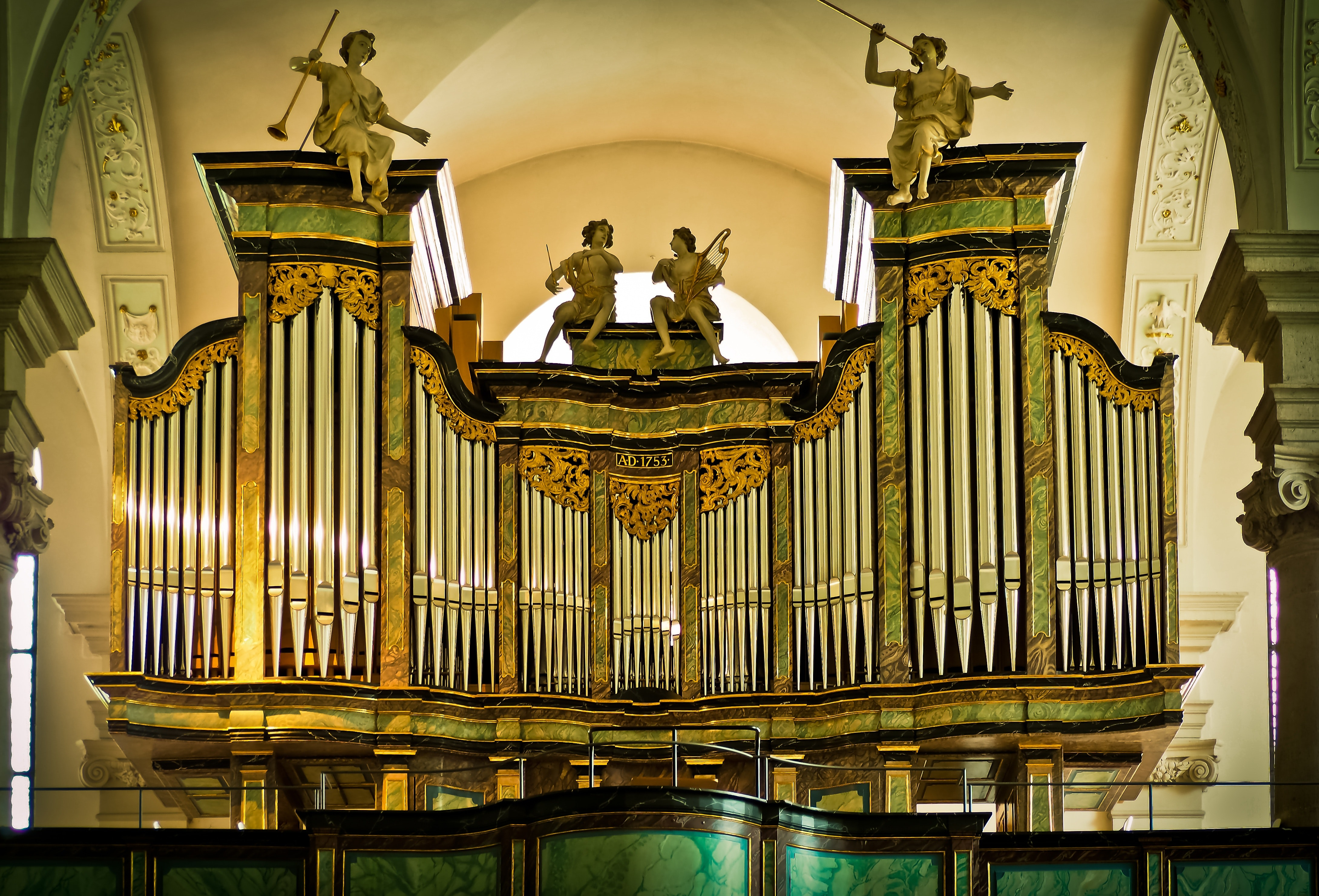 Brown Architectural Structure during Daytime, Organ, Musical instrument, Interior, Ornate, HQ Photo