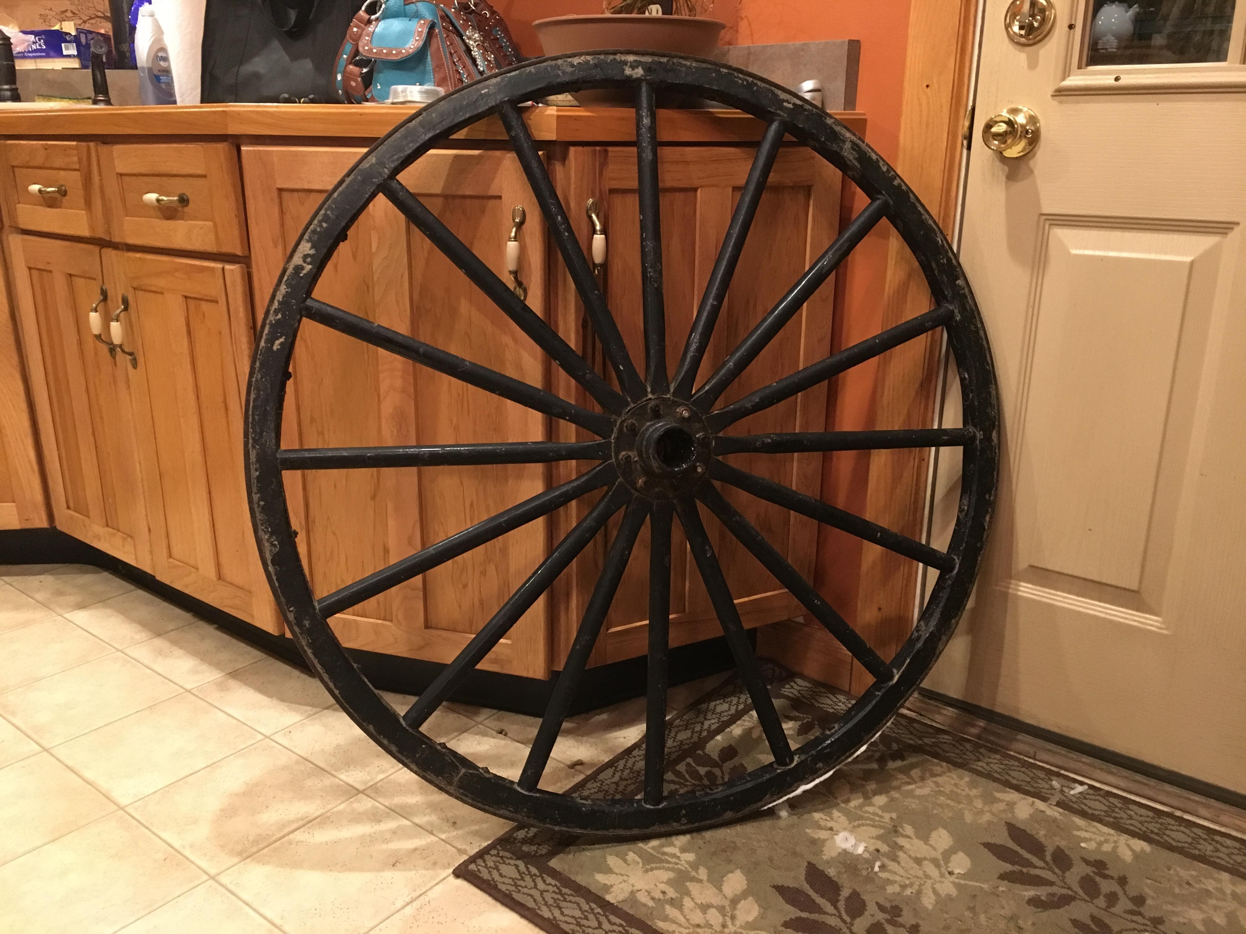 Holiday DIY: Wagon Wheel Wreath | HORSE NATION