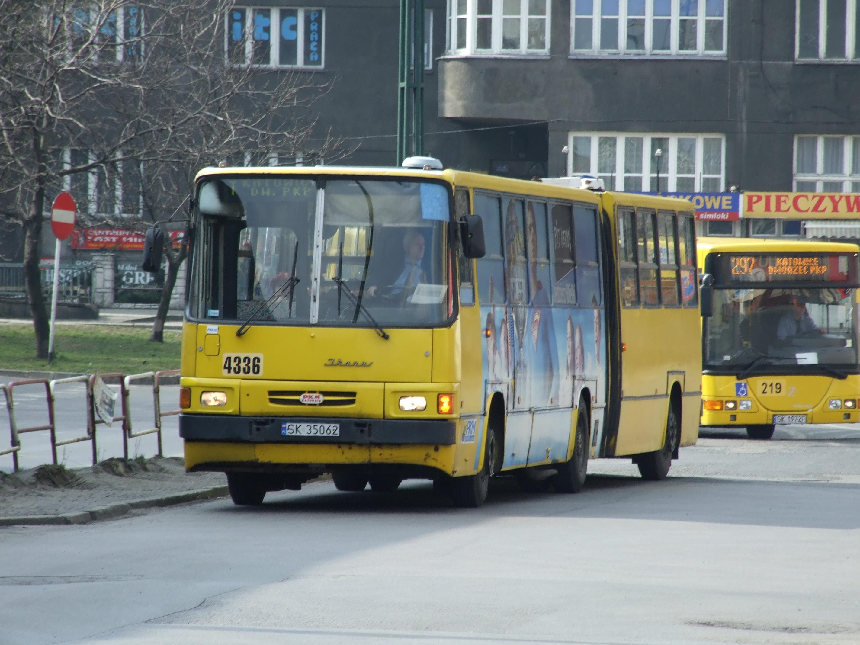 File:Katowice, Dworcowa ulice, autobus Ikarus 280.JPG - Wikimedia ...