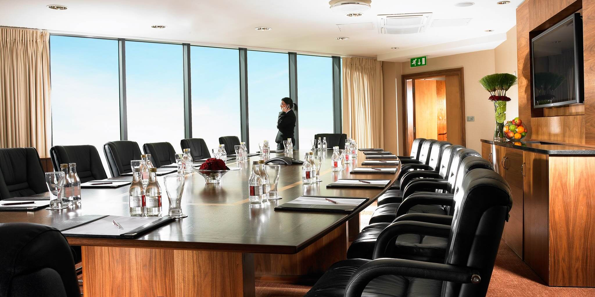 Things You Need To Look For In A Rental Meeting Room - Alps Road Tour