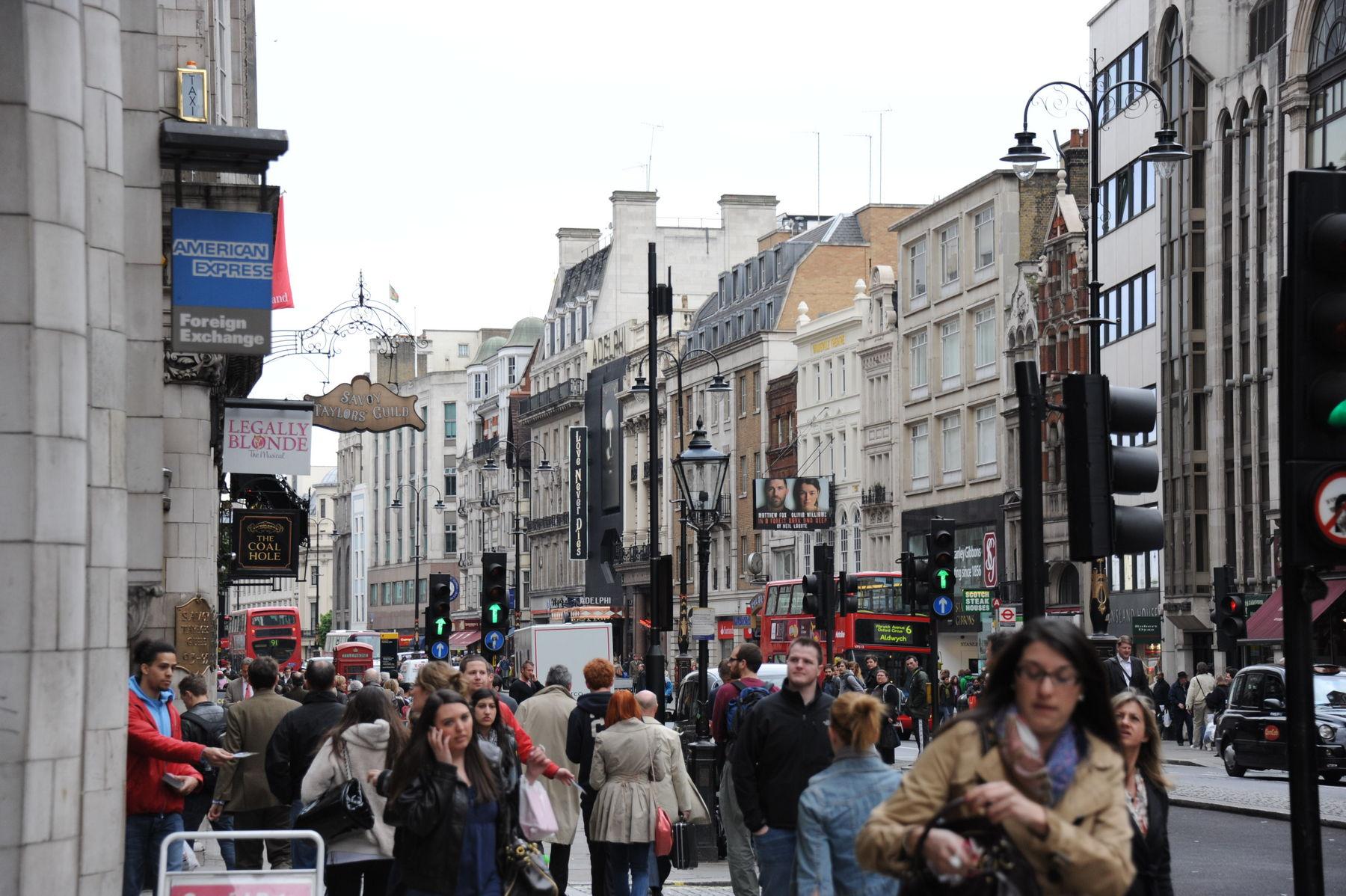 Busy London Street Scene | Nikonians