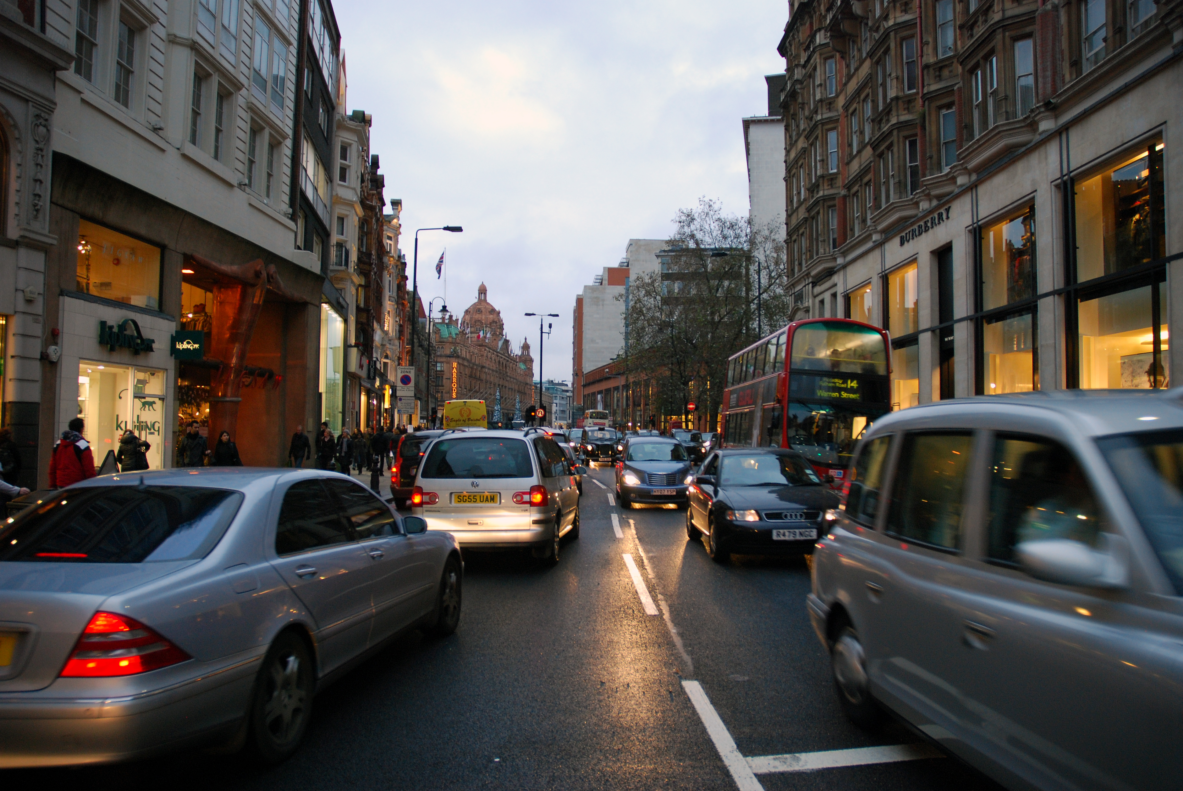 File:Busy road (3071960318).jpg - Wikimedia Commons