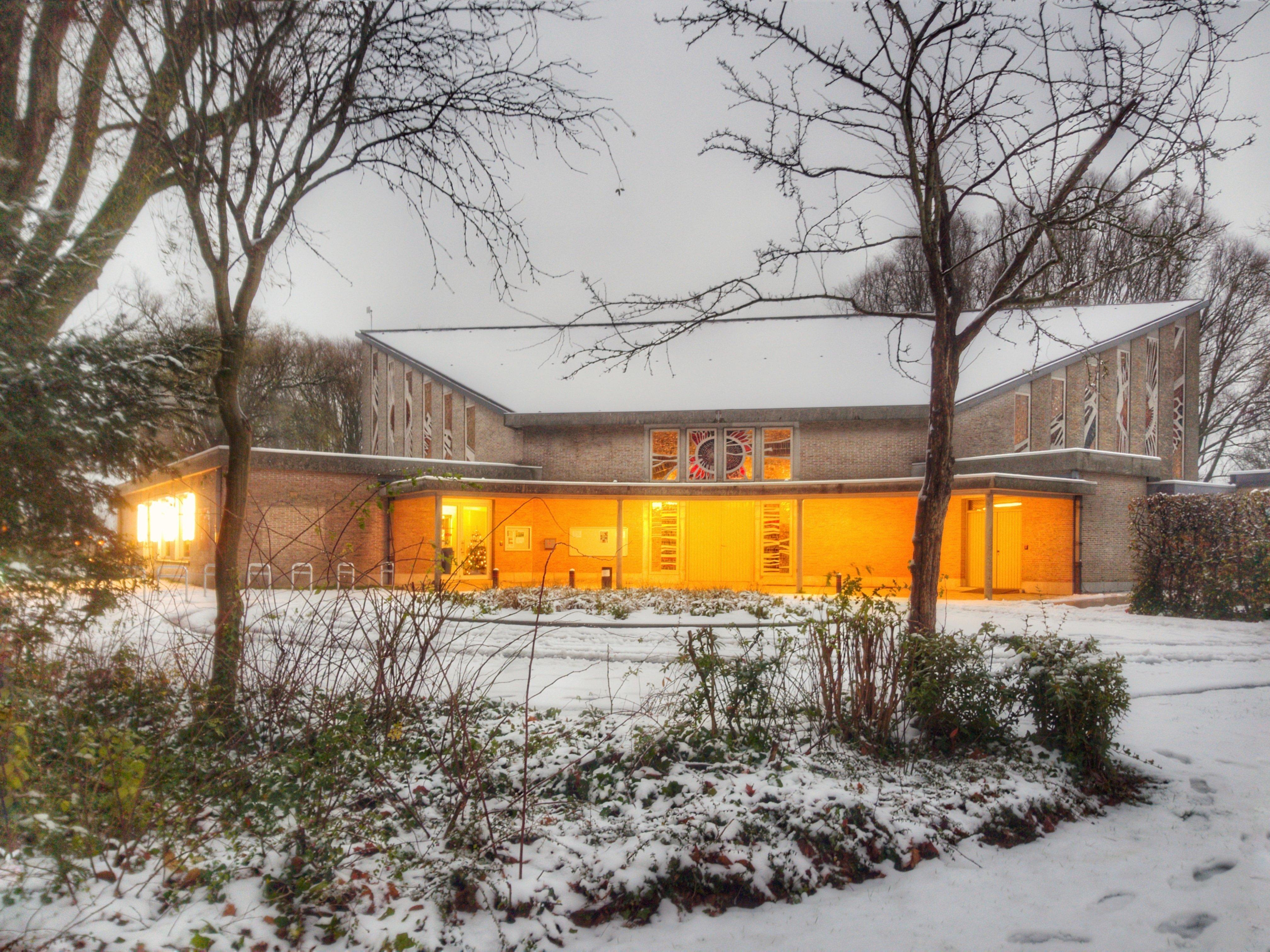 Buurtbibliotheek Lange Munte Kortrijk Beeklaan 81, Train, Snow, Sky, Railroad, HQ Photo