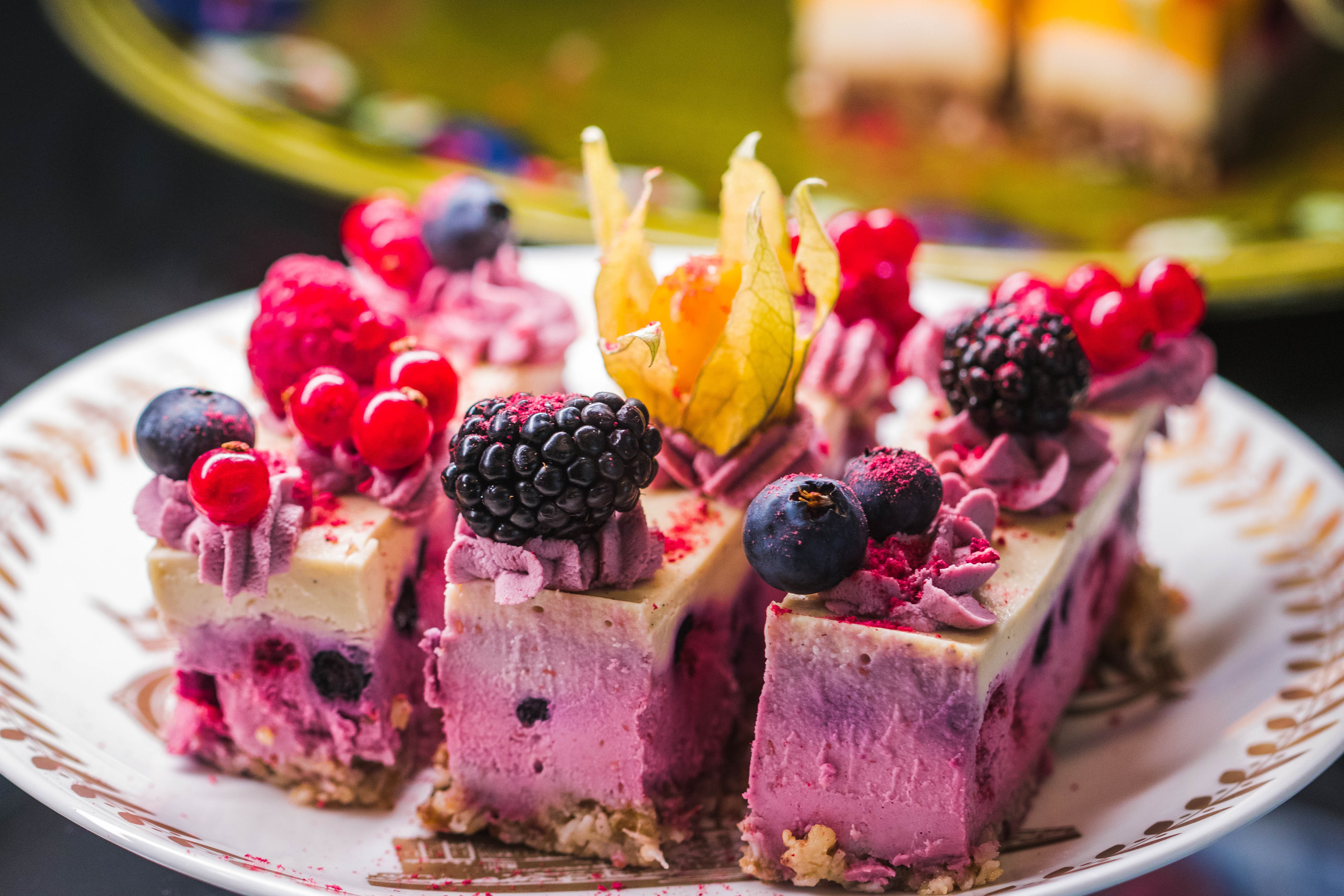Cake With Raspberry Toppings, Berries, Berry, Blackberry, Blueberry, HQ Photo