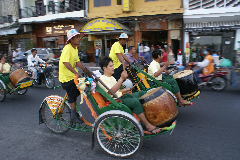 Yarn Storming Cyclos in Phnom Penh   Phnom Penh S'n'B