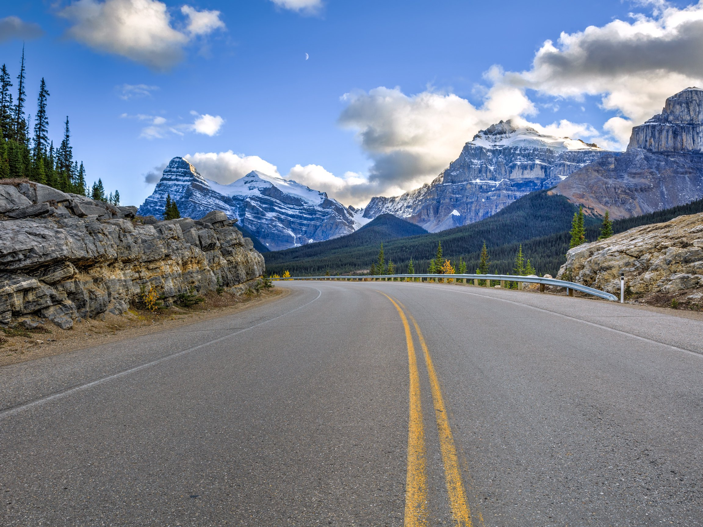 10 Great Canadian Road Trips You Must Take Before You Die