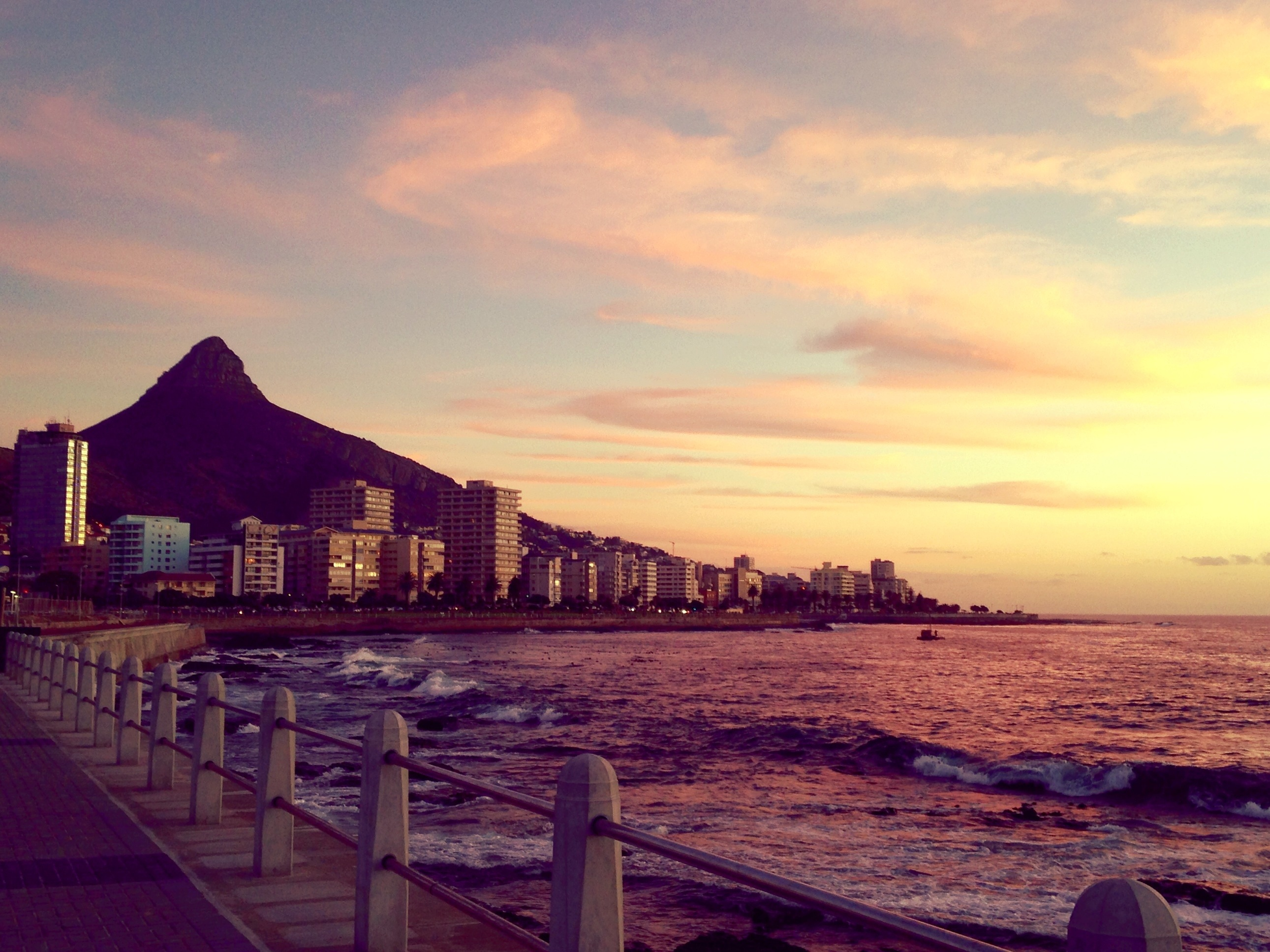 Another gorgeous Cape Town sunset along Sea Point Promenade ...