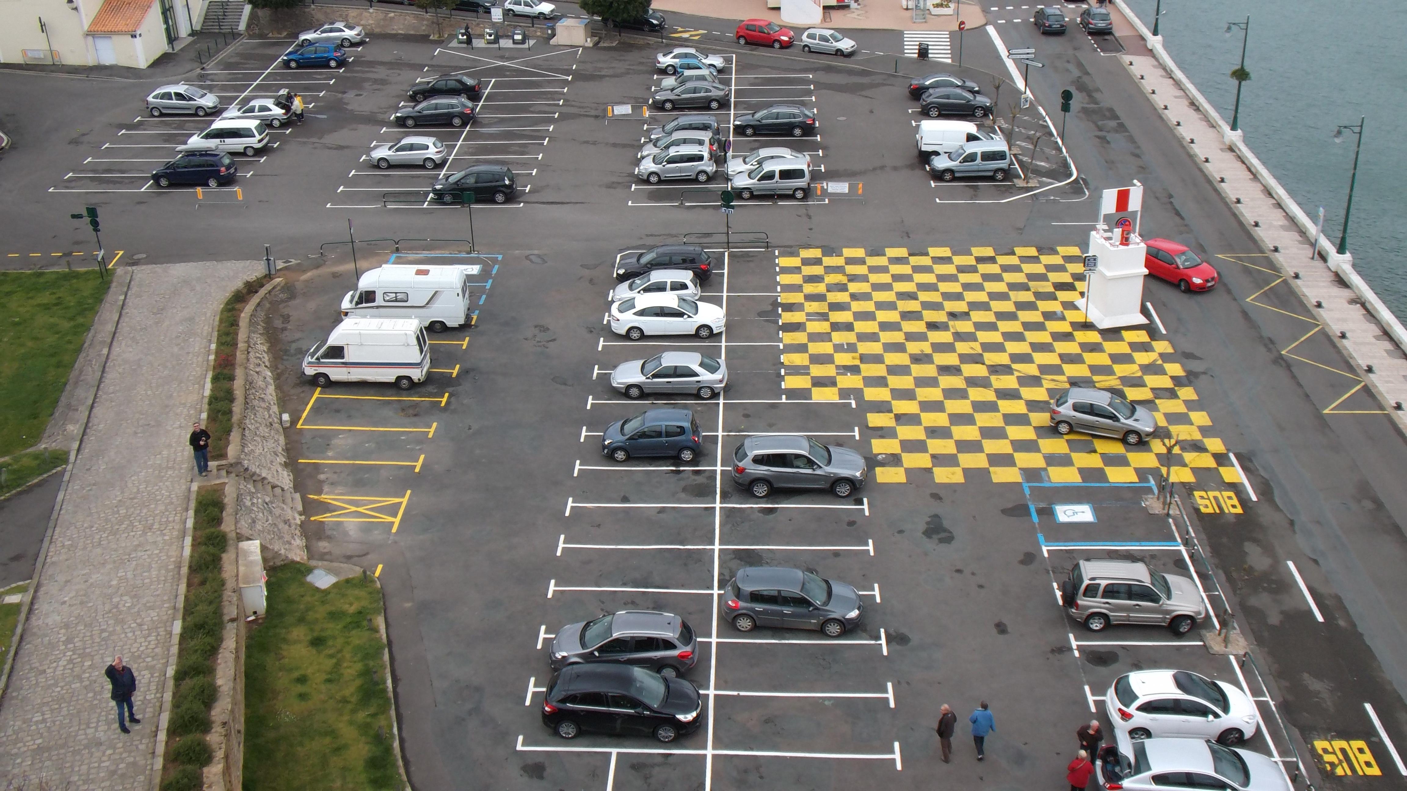 Car parking photo