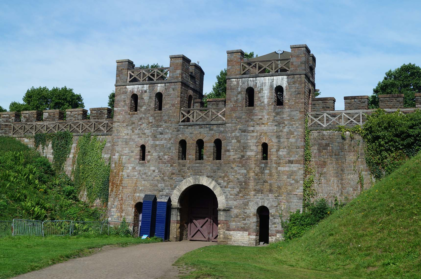 Cardiff Castle and Cardiff Town Wall | South Wales | Castles, Forts ...