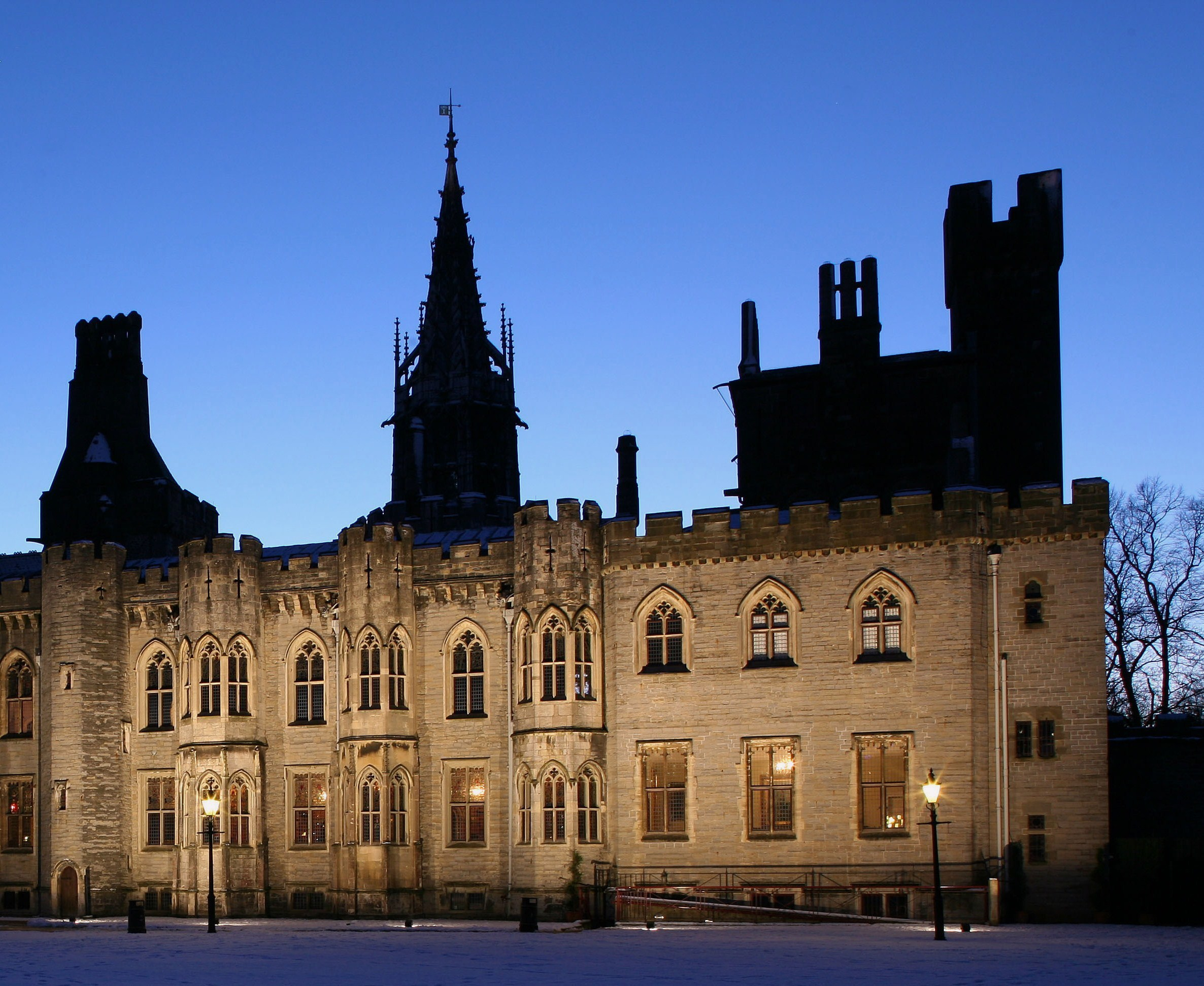 The Cardiff Castle Premium Ghost Tour :: Cardiff History and Hauntings