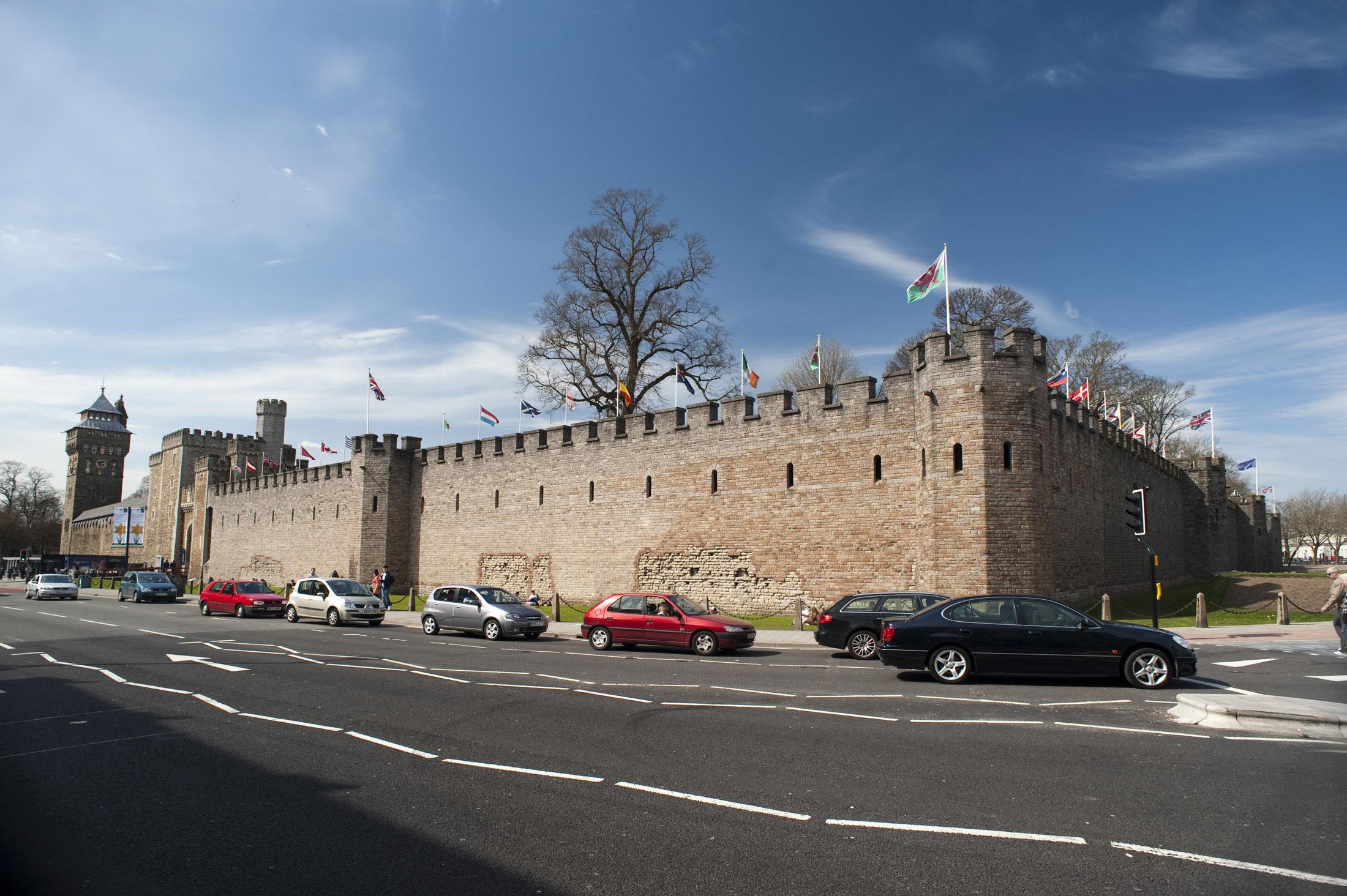 File:Cardiff Castle walls.jpg - Wikimedia Commons