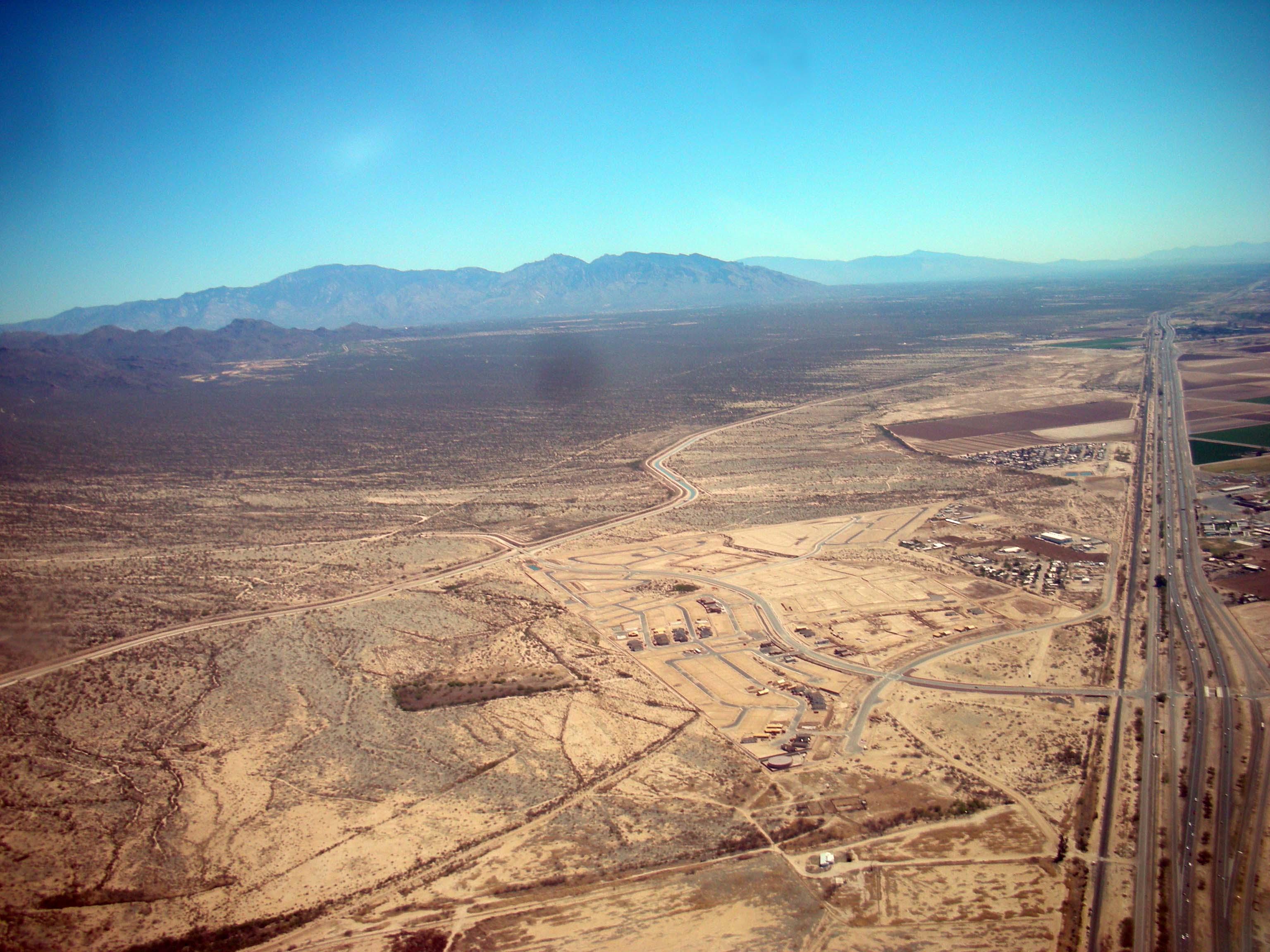 Carretera y desierto photo