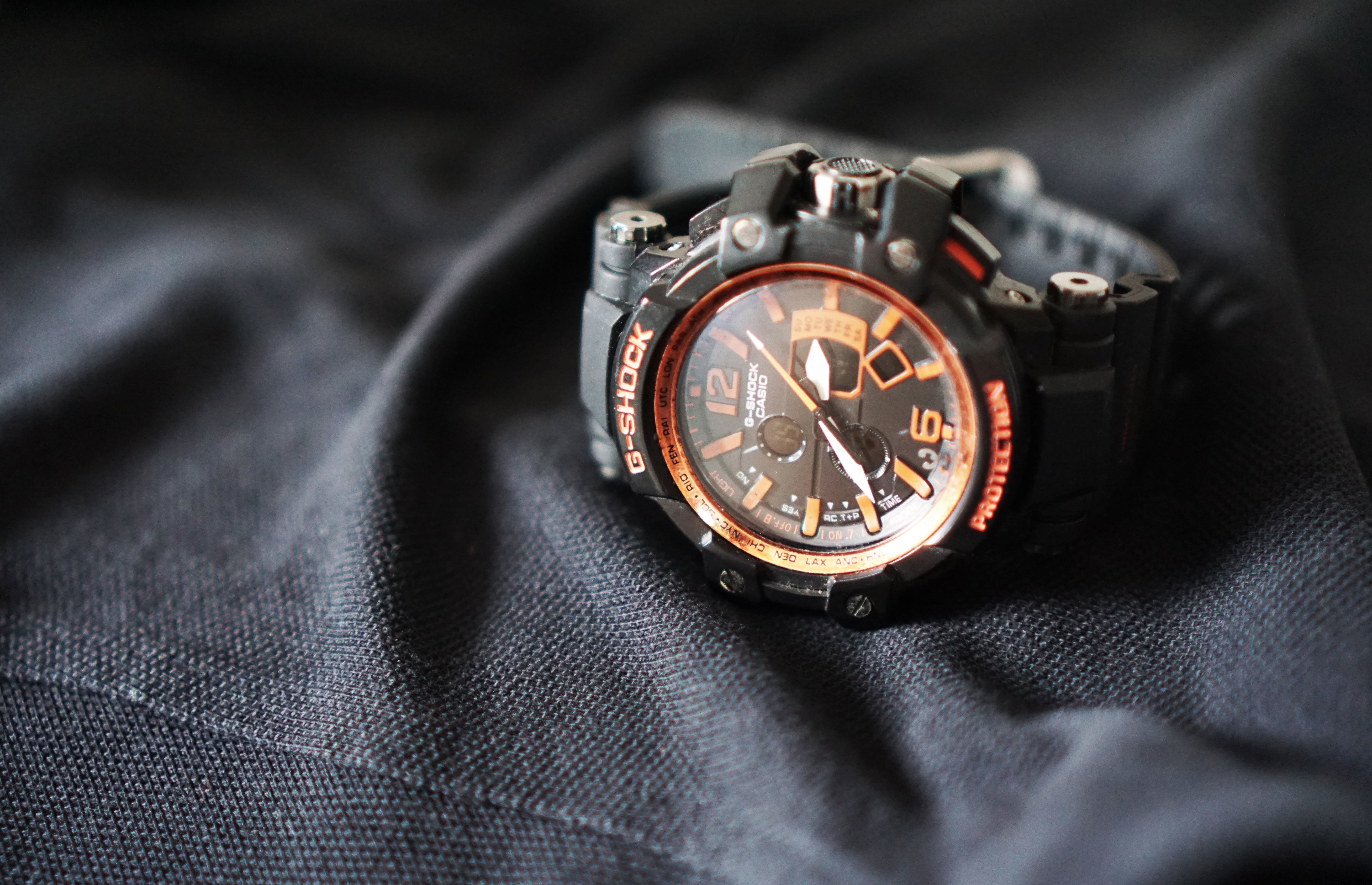 Casio g shock black leather strap round bezel chronograph watch photo